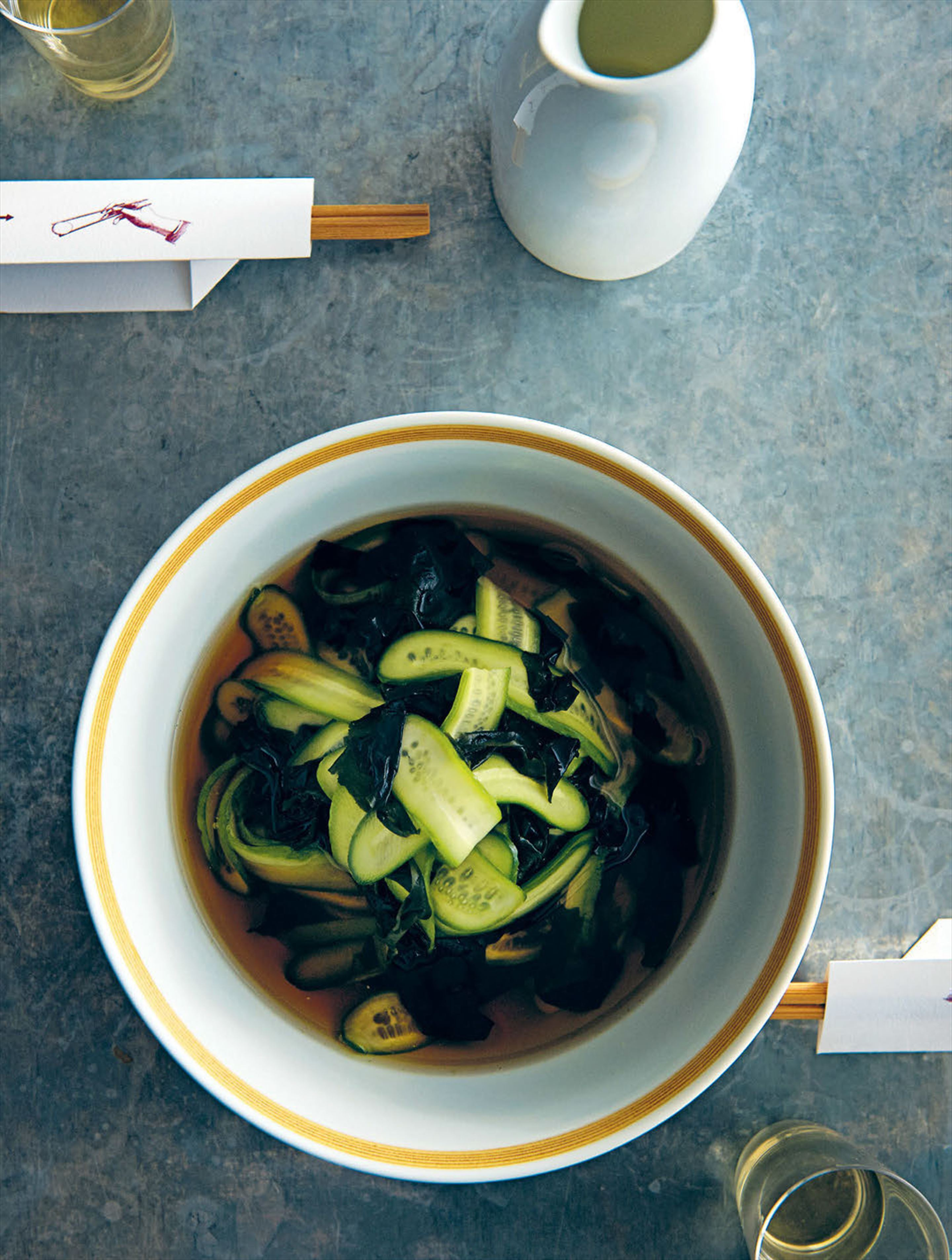 Cucumber and wakame pickle