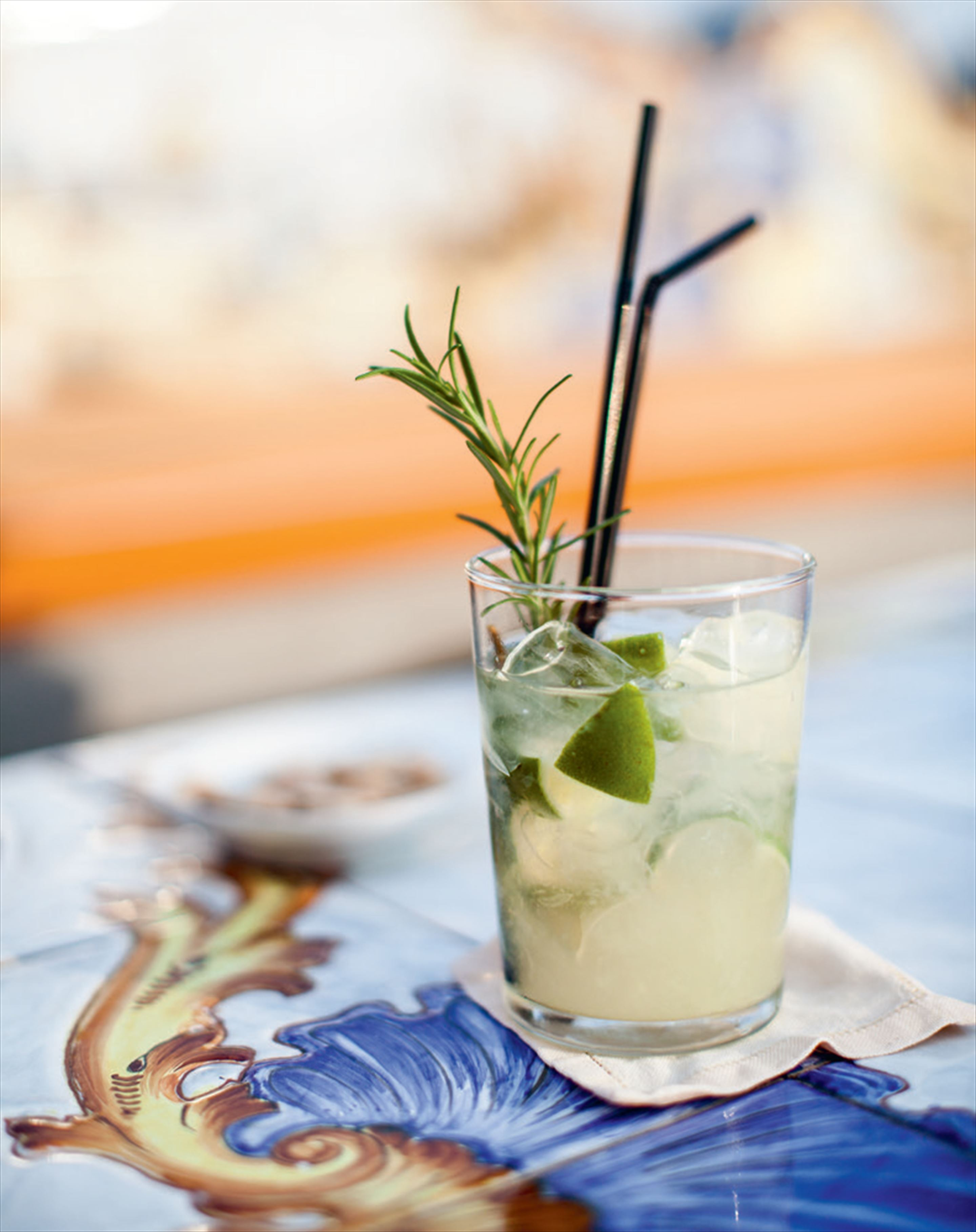 Rosemary & lime gin fizz