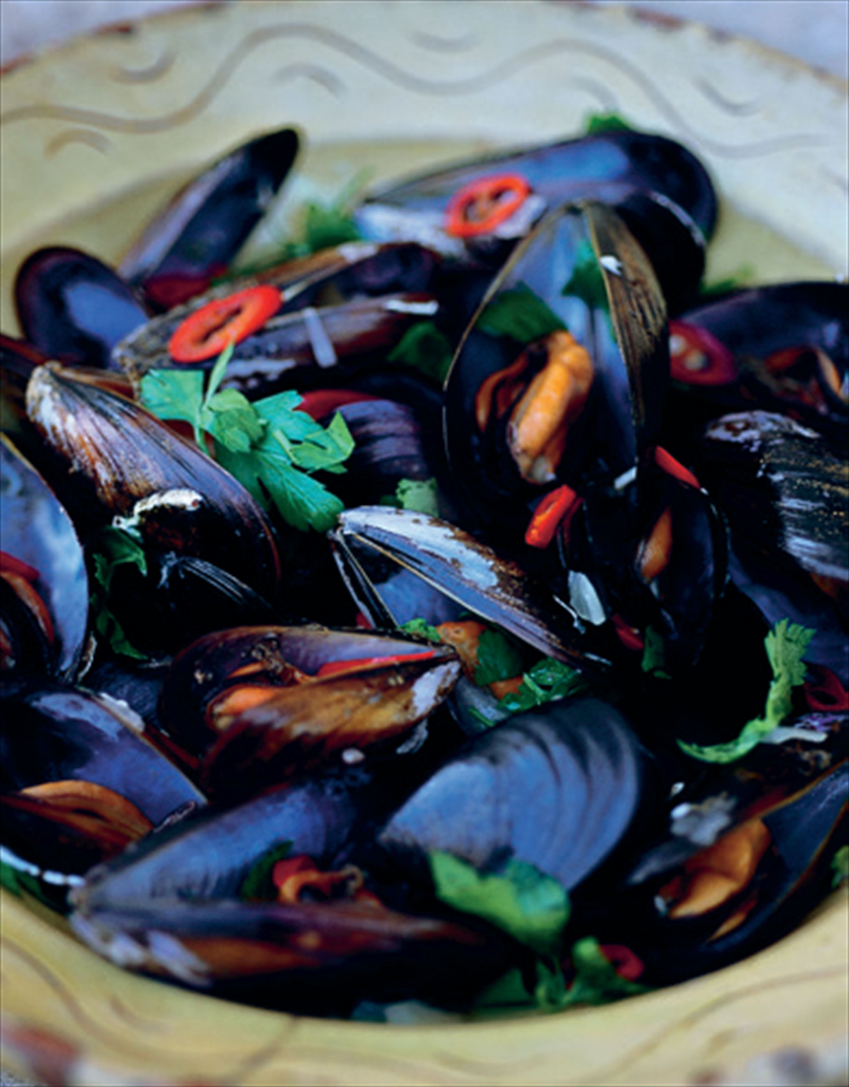 Chilli mussels in white wine