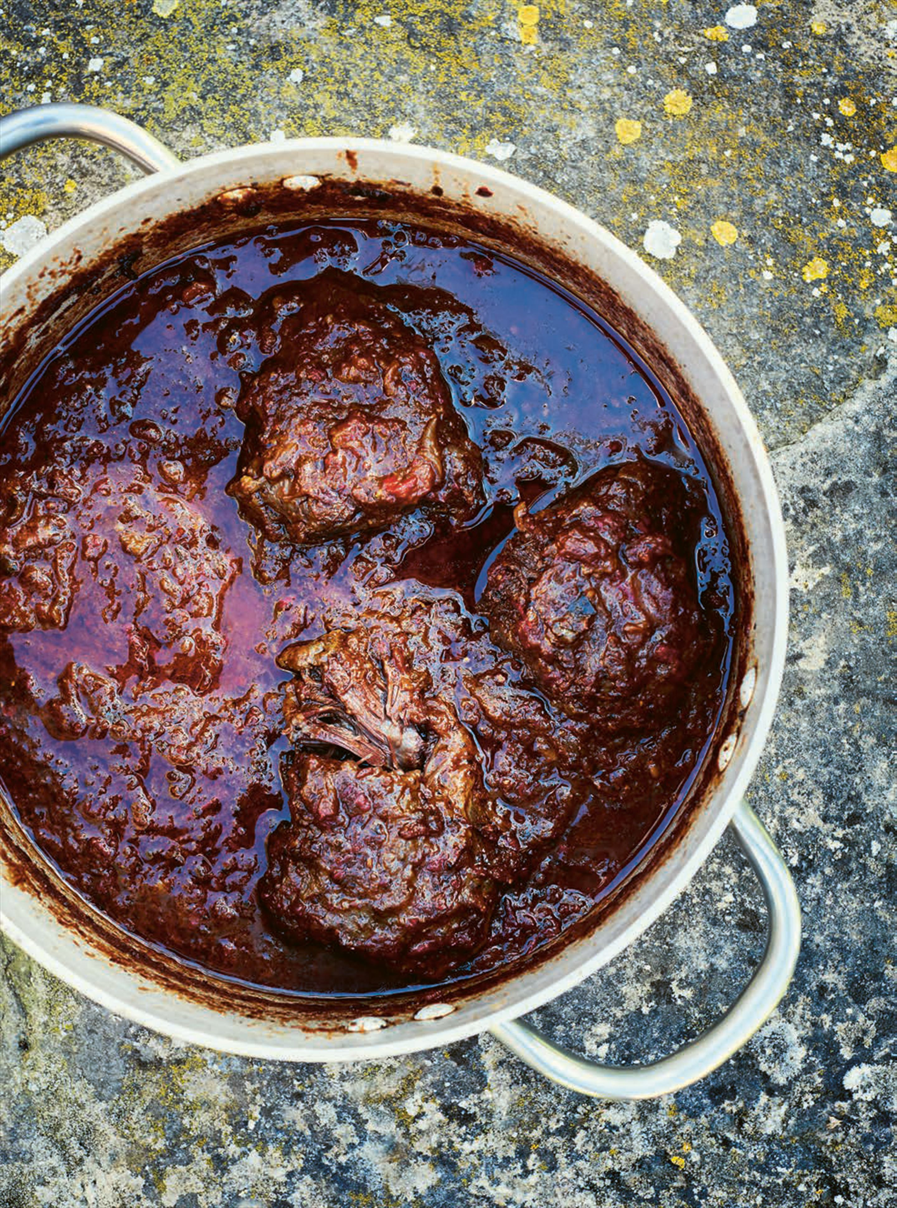 Slow-cooked ox cheek in spicy tomato sauce