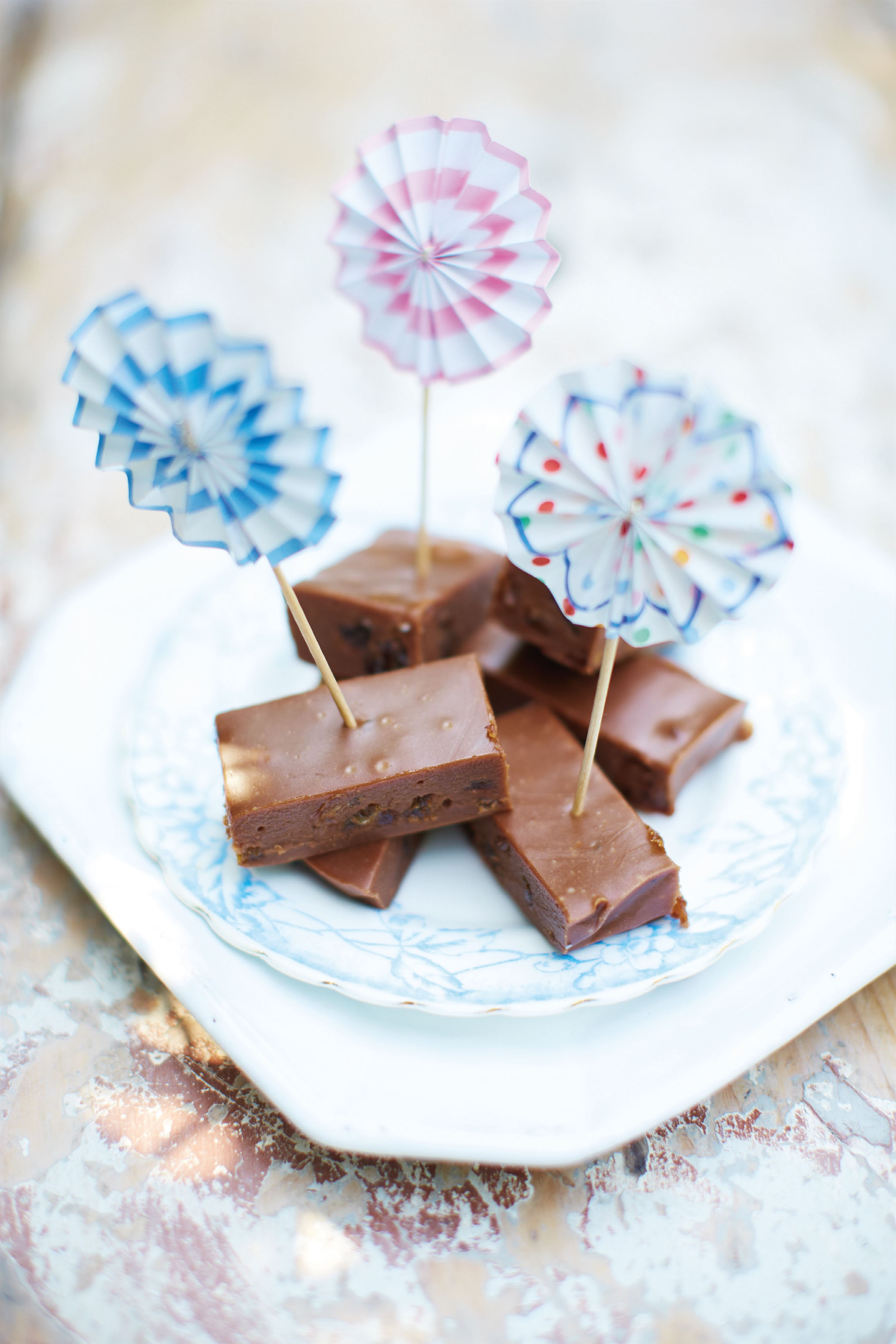 Chocolate rum and raisin fudge