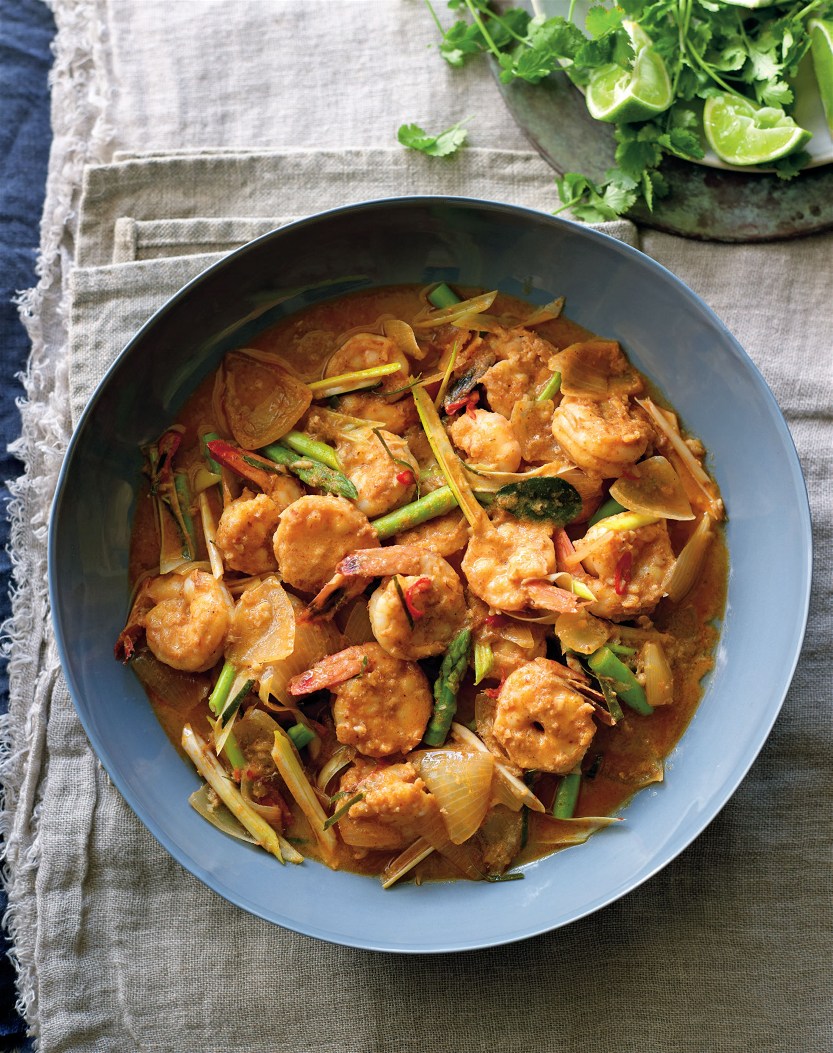 Prawn and asparagus red curry