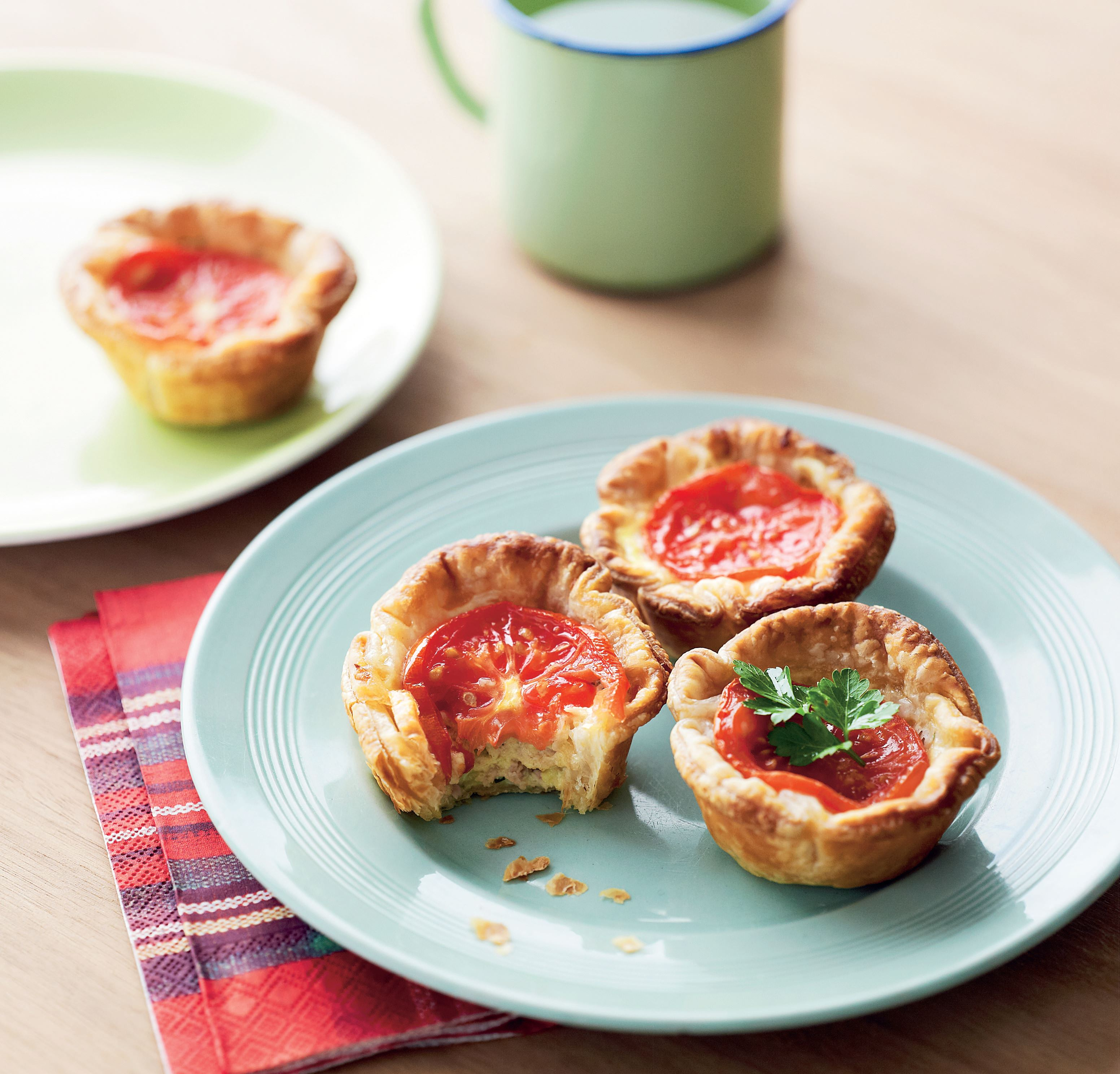 Little tuna and tomato tartlets