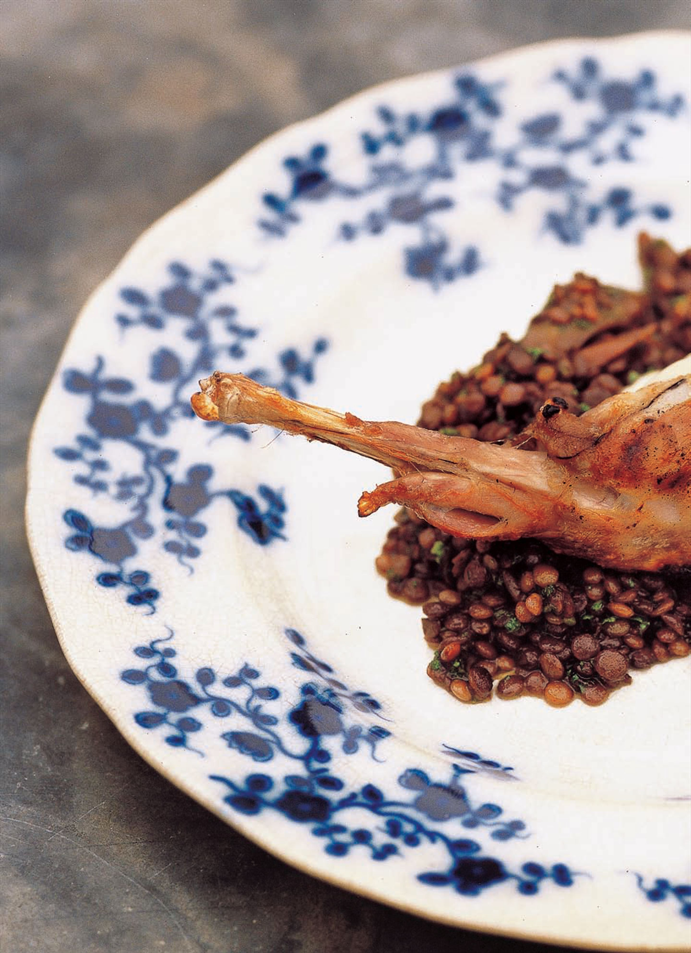 Grilled rabbit with lentils cooked in red wine