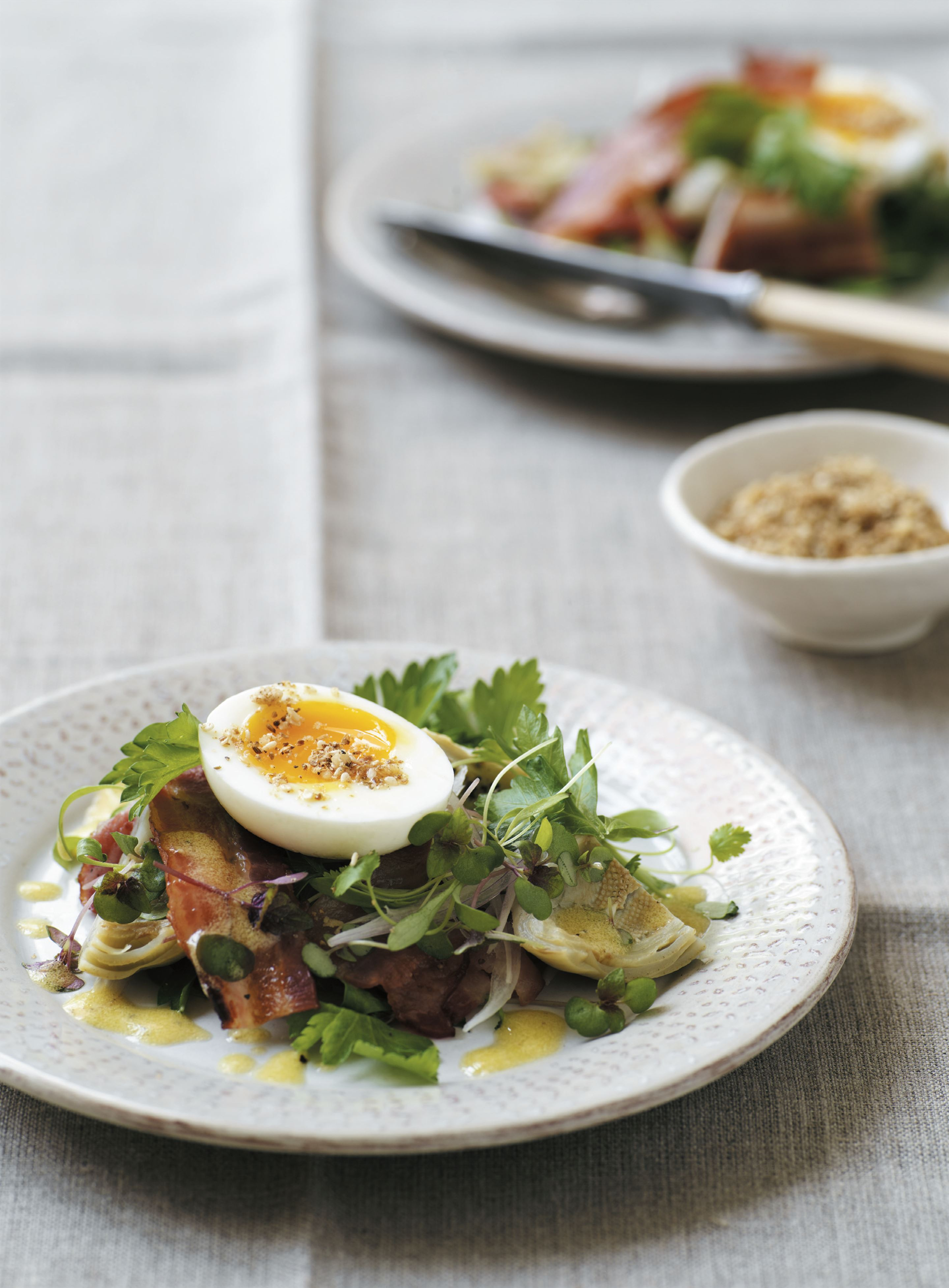 Artichoke salad with bacon and eggs