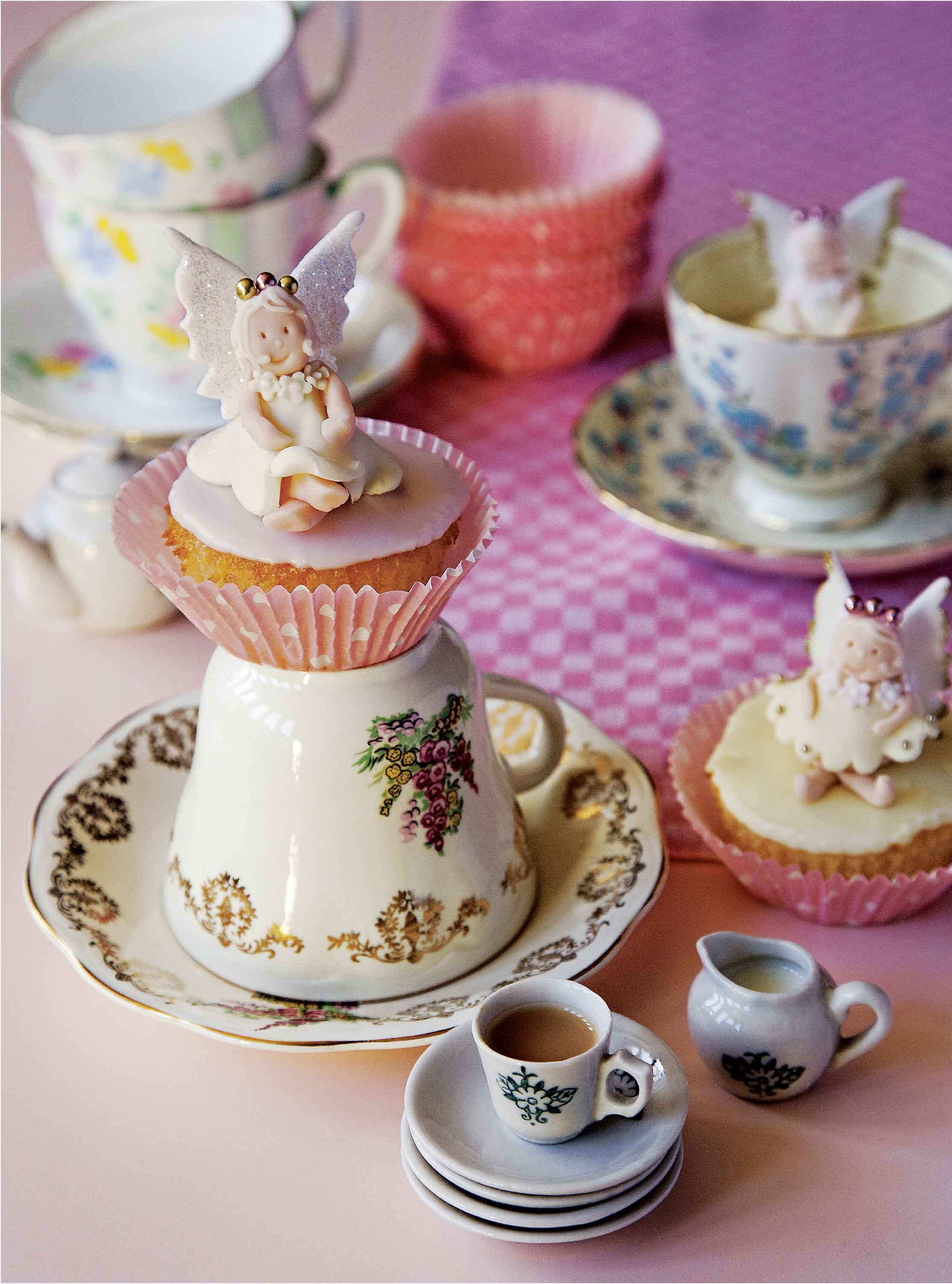 Fairies on fairy cakes