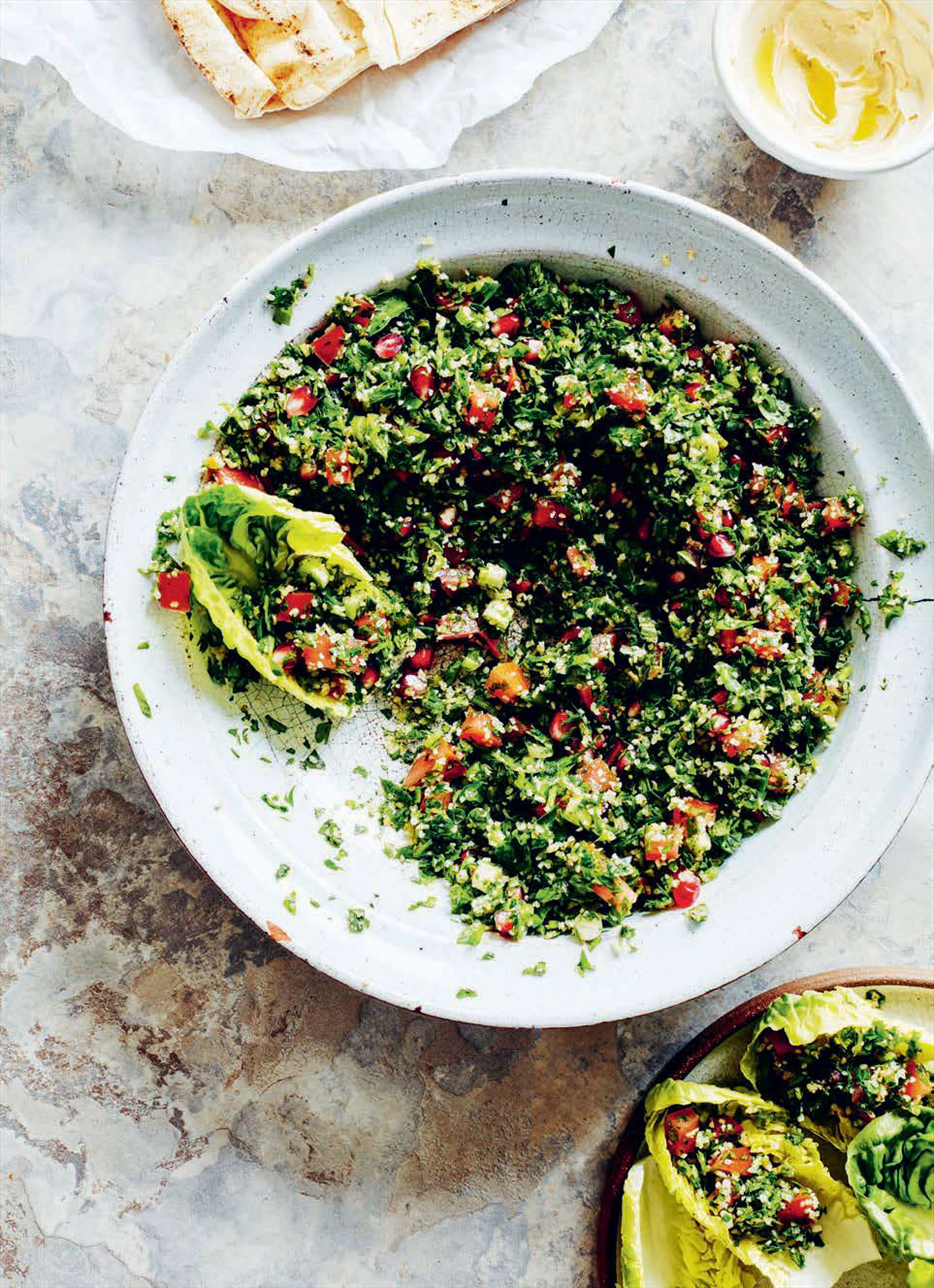 Parsley, tomato and bulgur salad with fresh mint