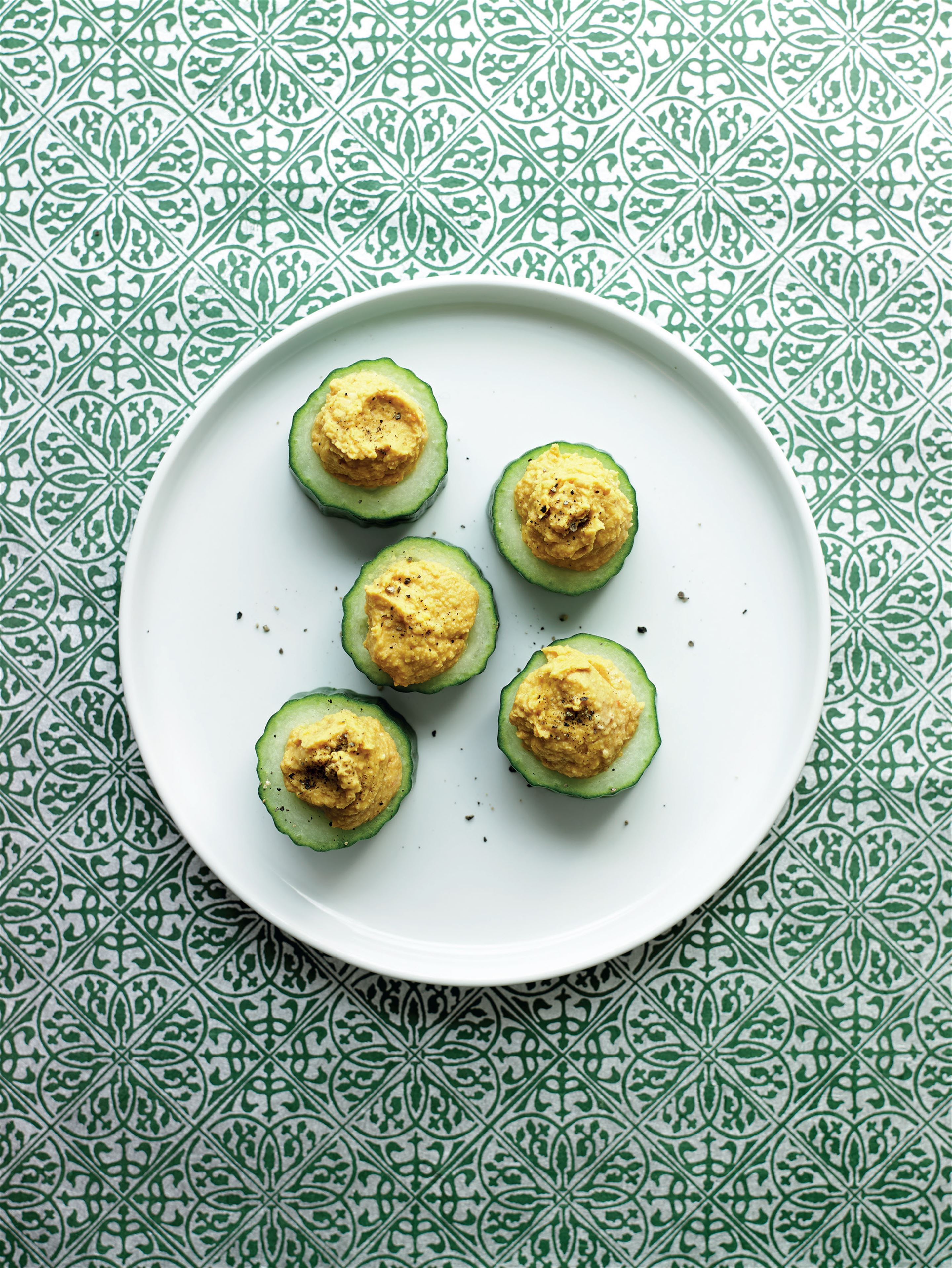 Cucumber and houmous maki