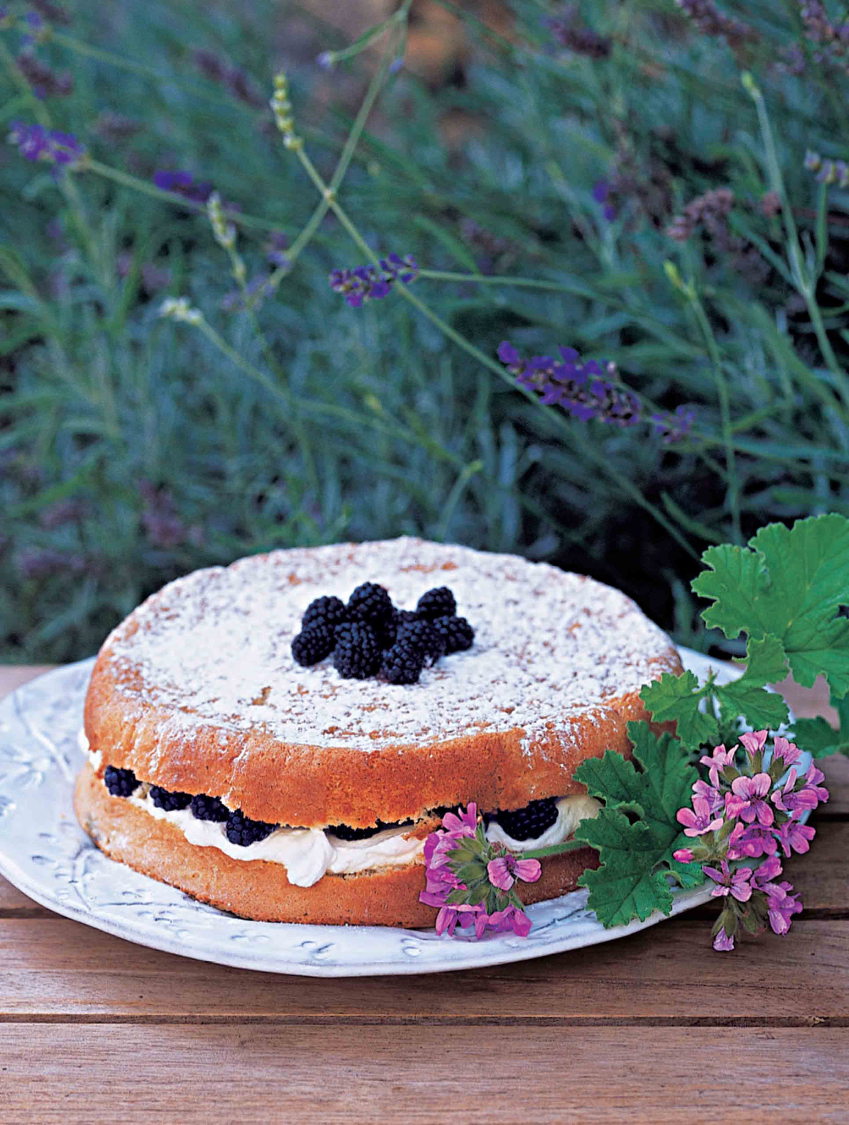 Blackberry and geranium genoese