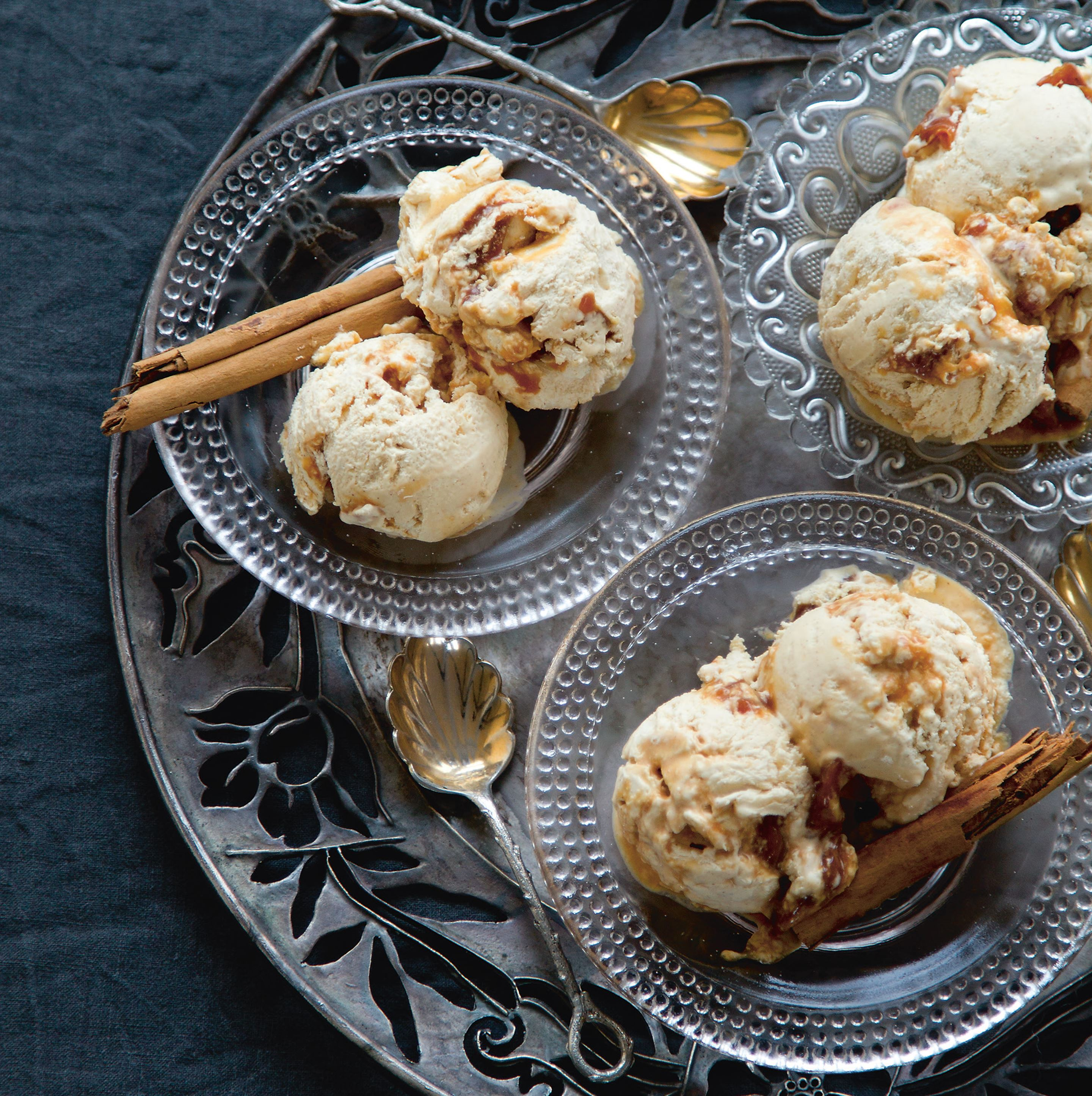 Cinnamon and mascarpone gelato with salted caramel