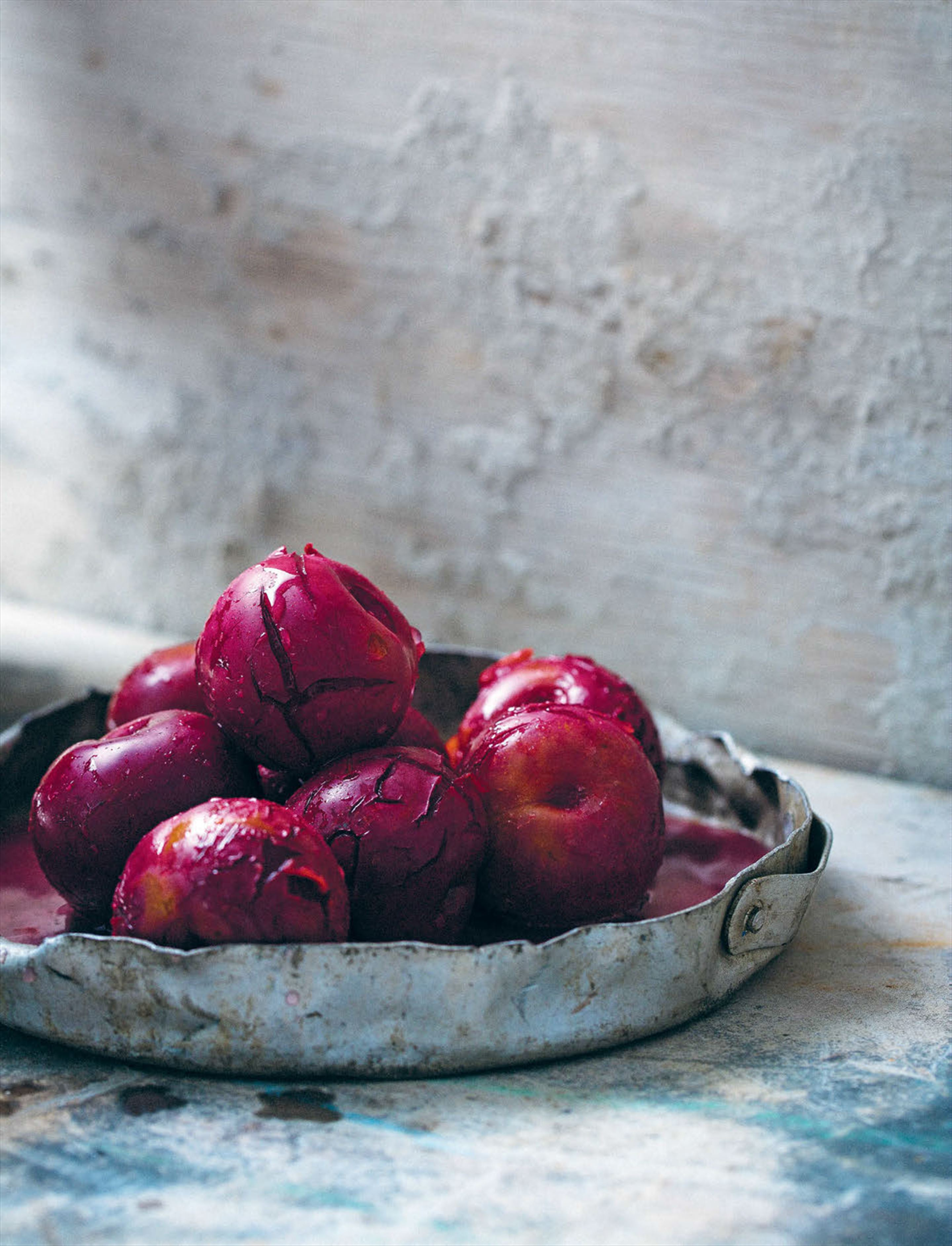Preserved plums with almonds