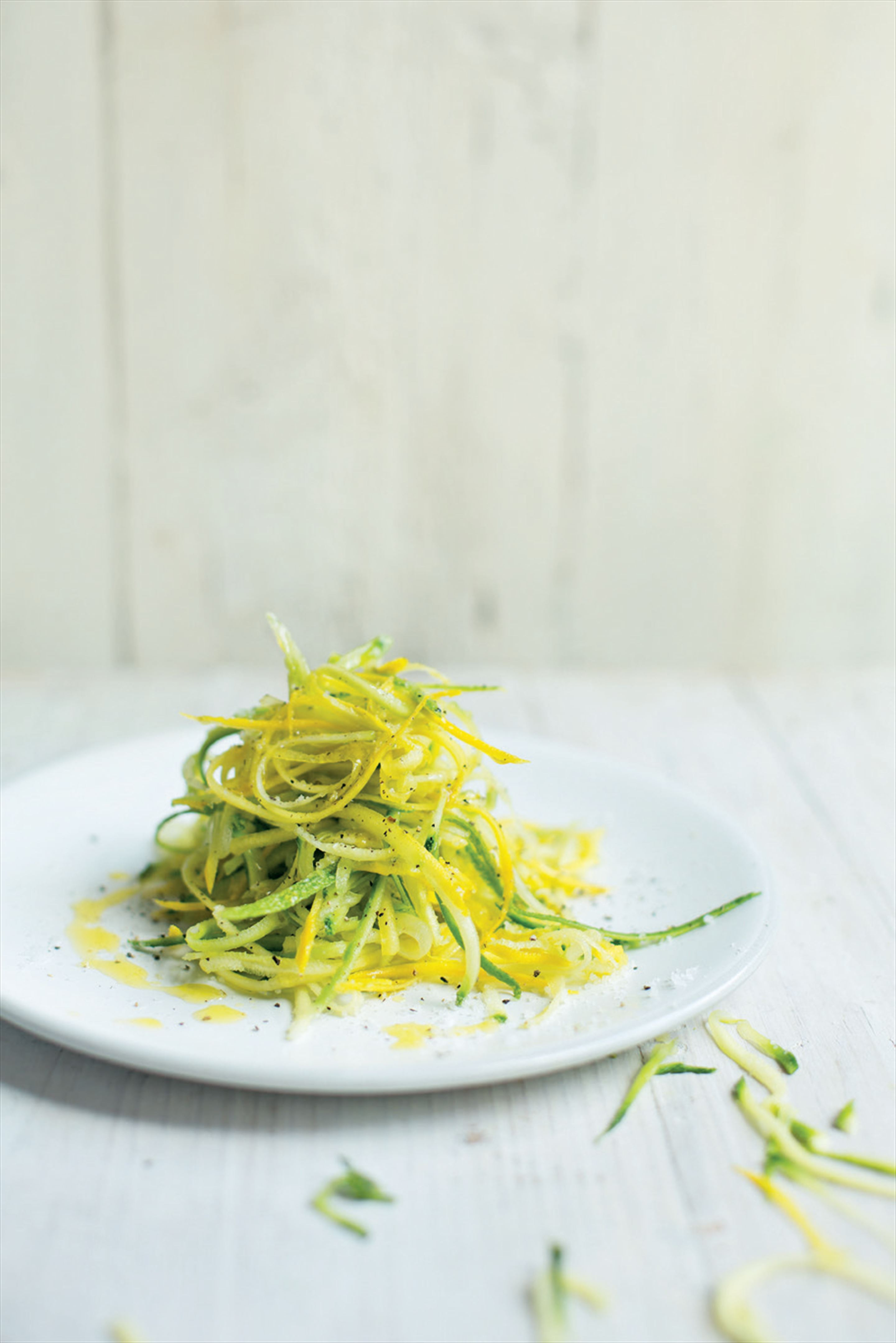 Raw courgette 'spaghetti'