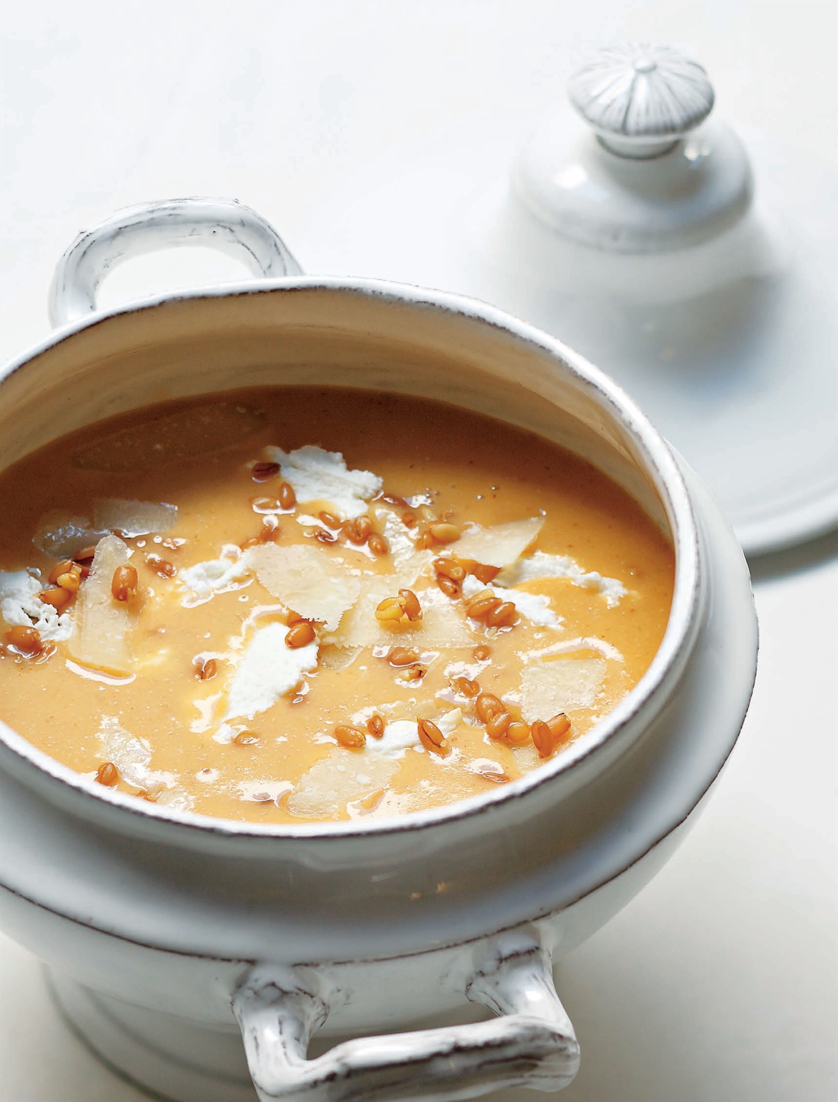 Puréed wheat and sheep's curd soup