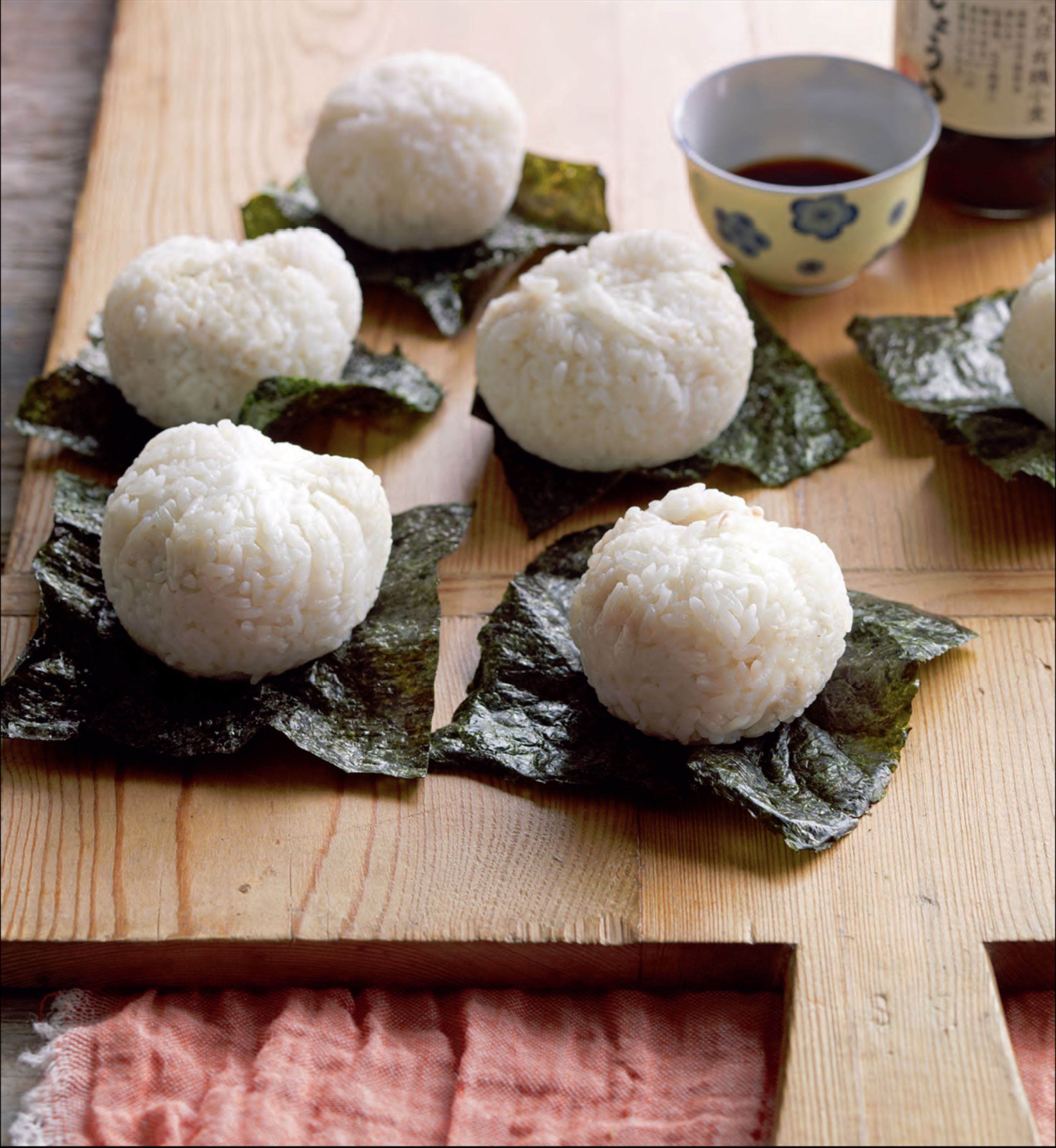 Onigiri with tuna and Japanese tartare