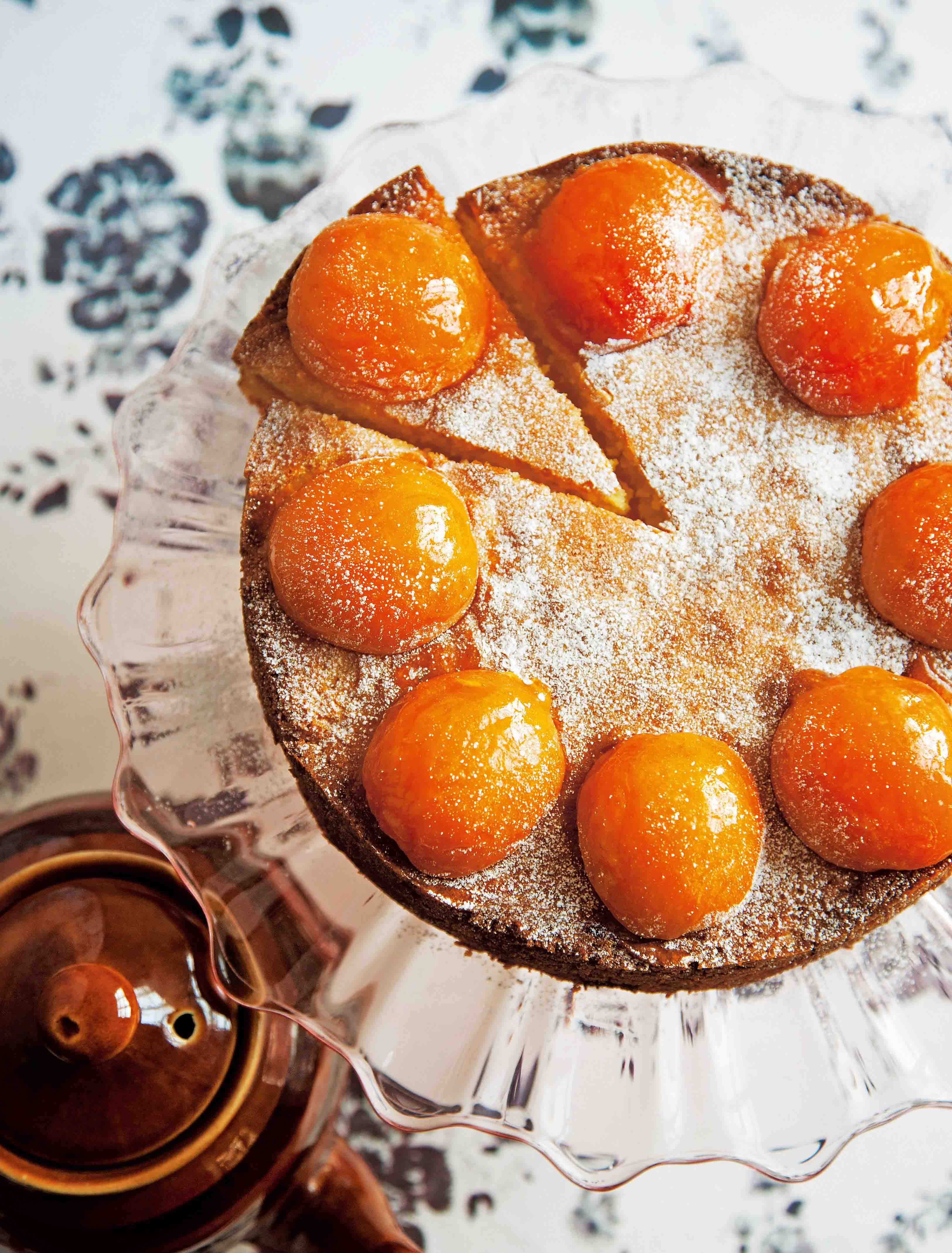 All-in-one apricot and almond cake