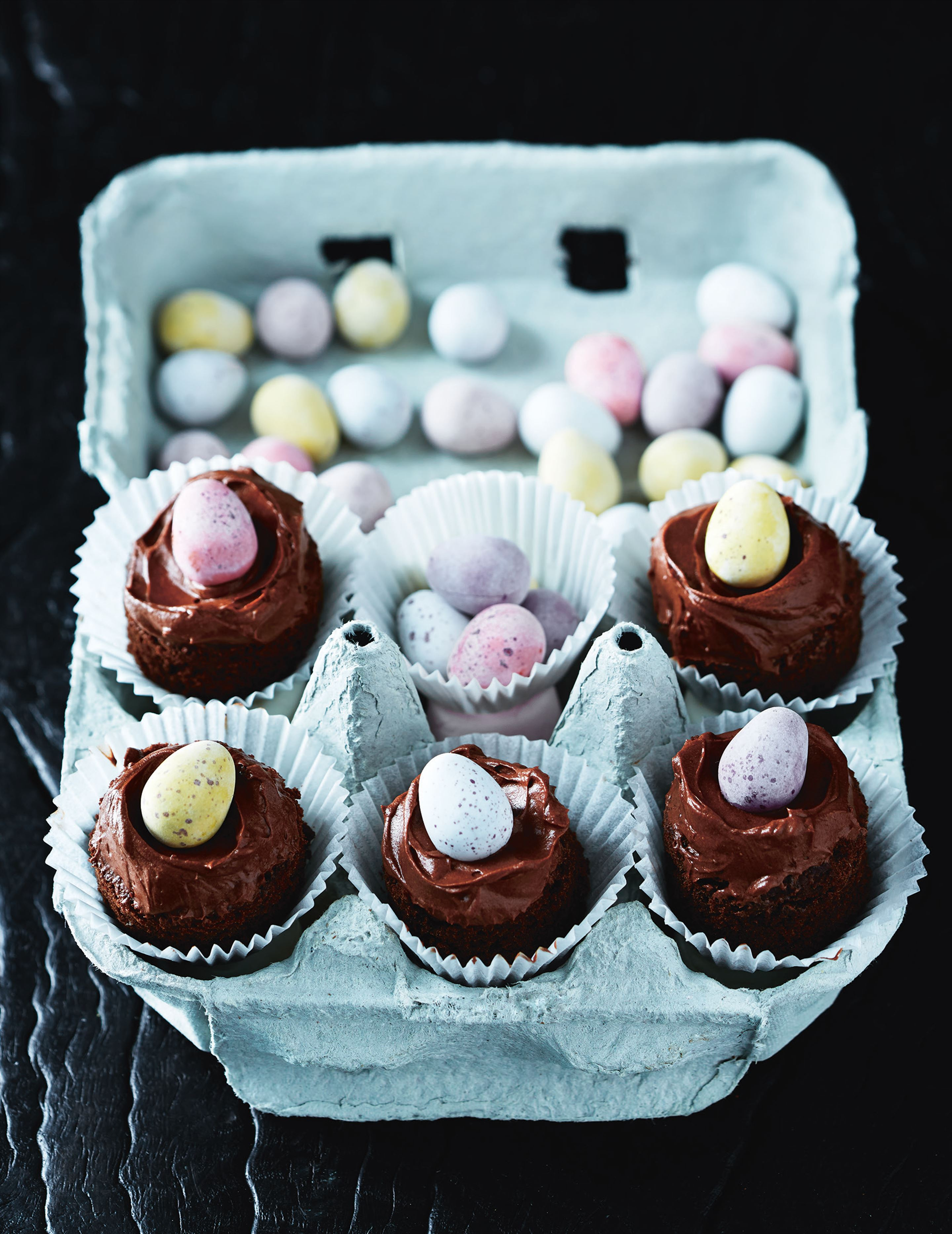 Chocolate Easter-egg cakes