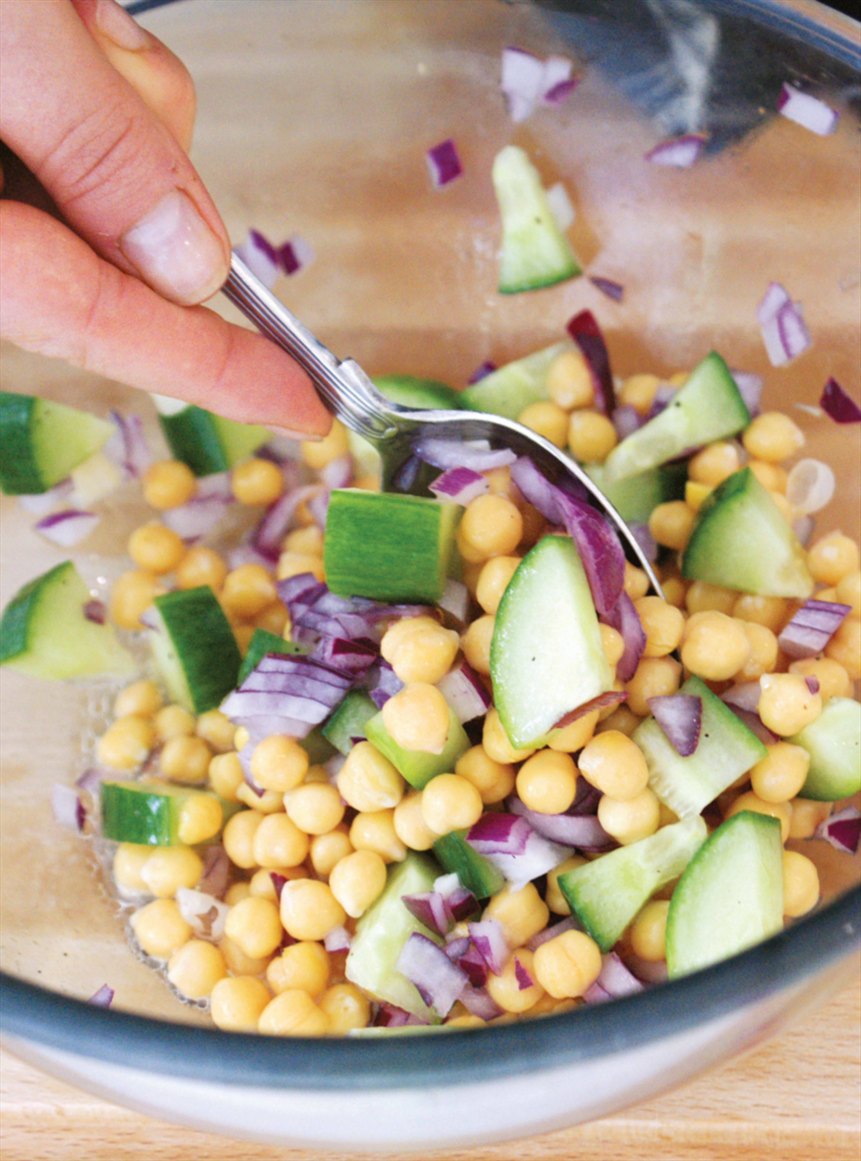 Chickpea and red onion salad