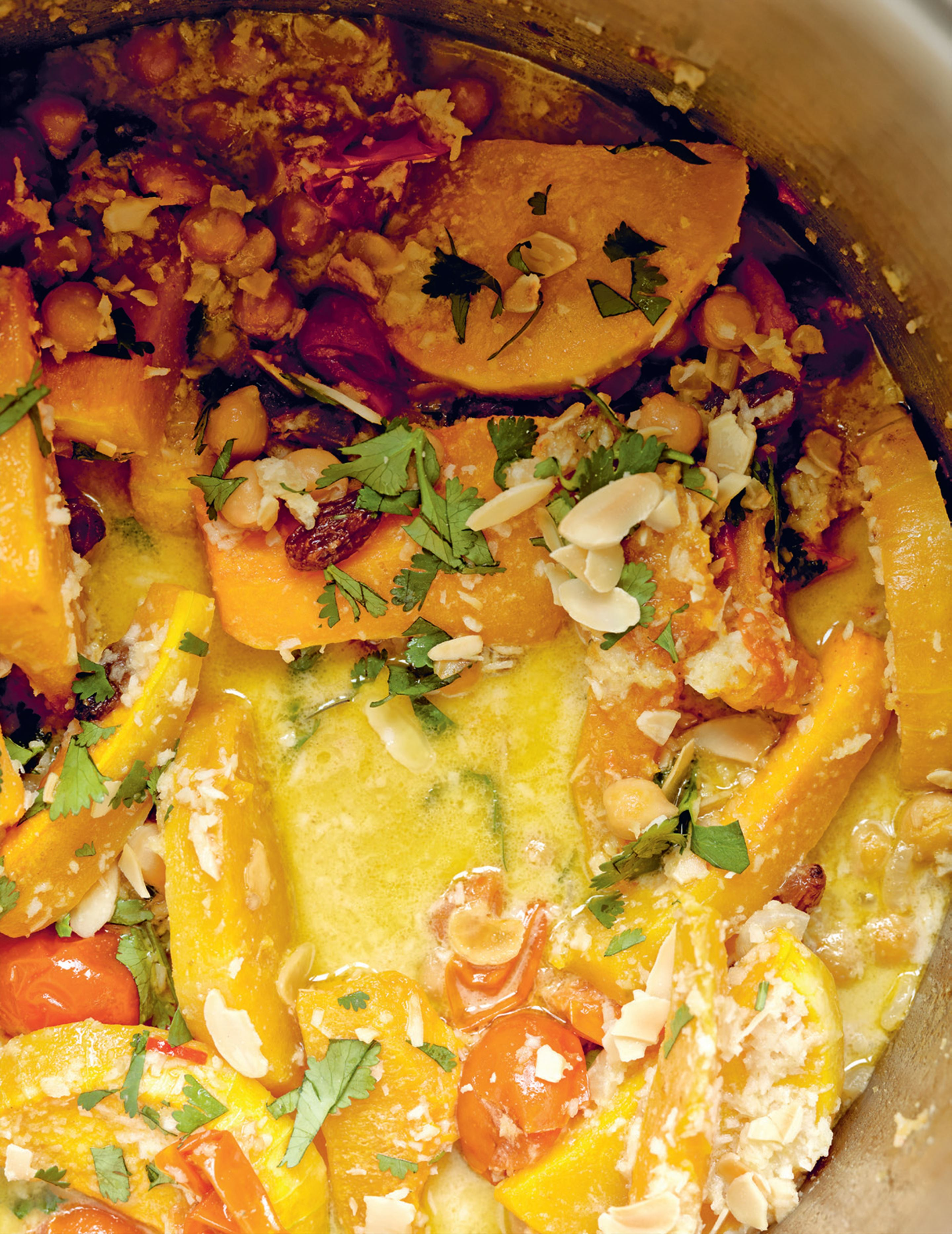 Indian pumpkin & chickpeas with raisins & almonds