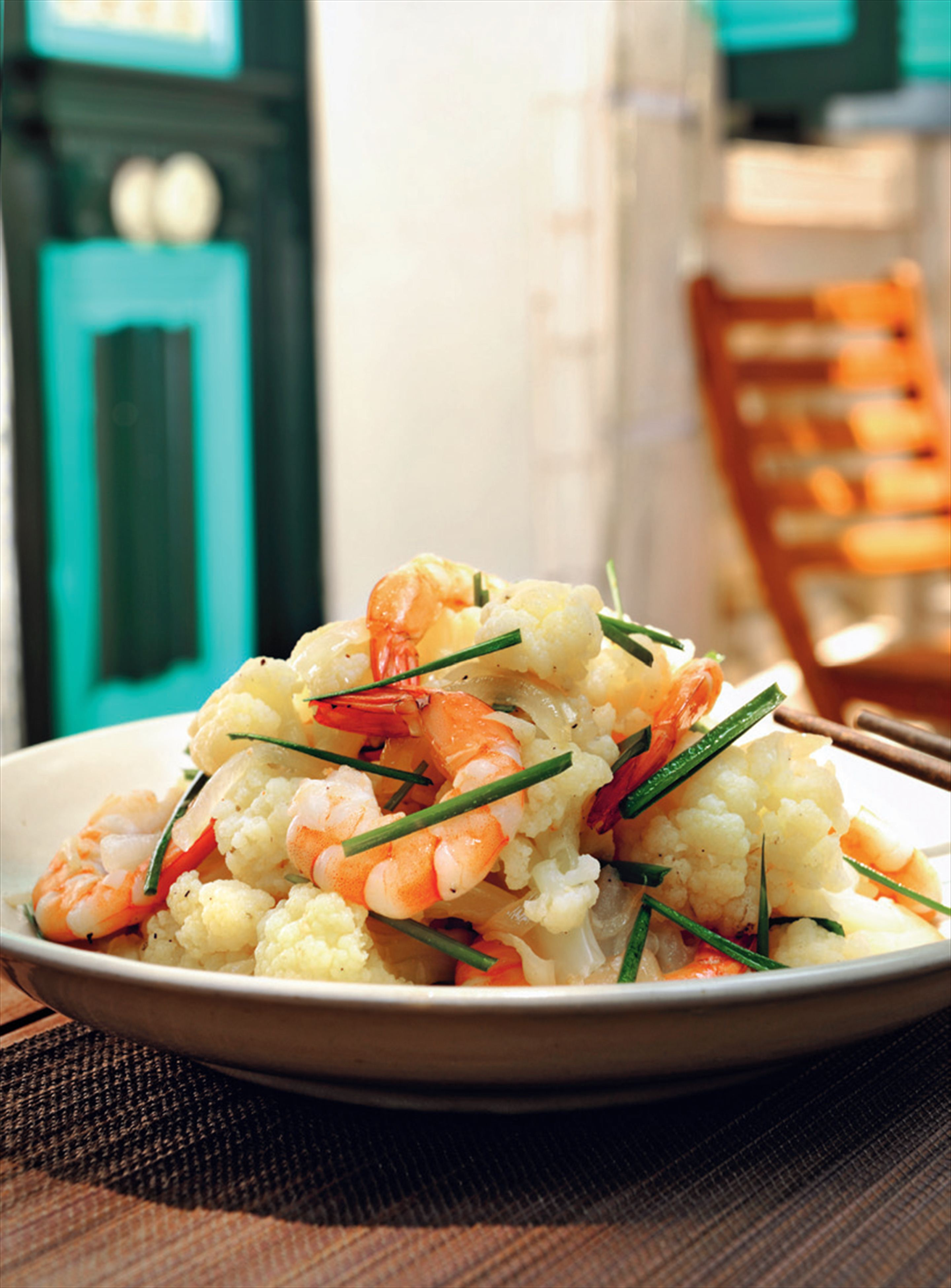 Stir-fried cauliflower and prawns