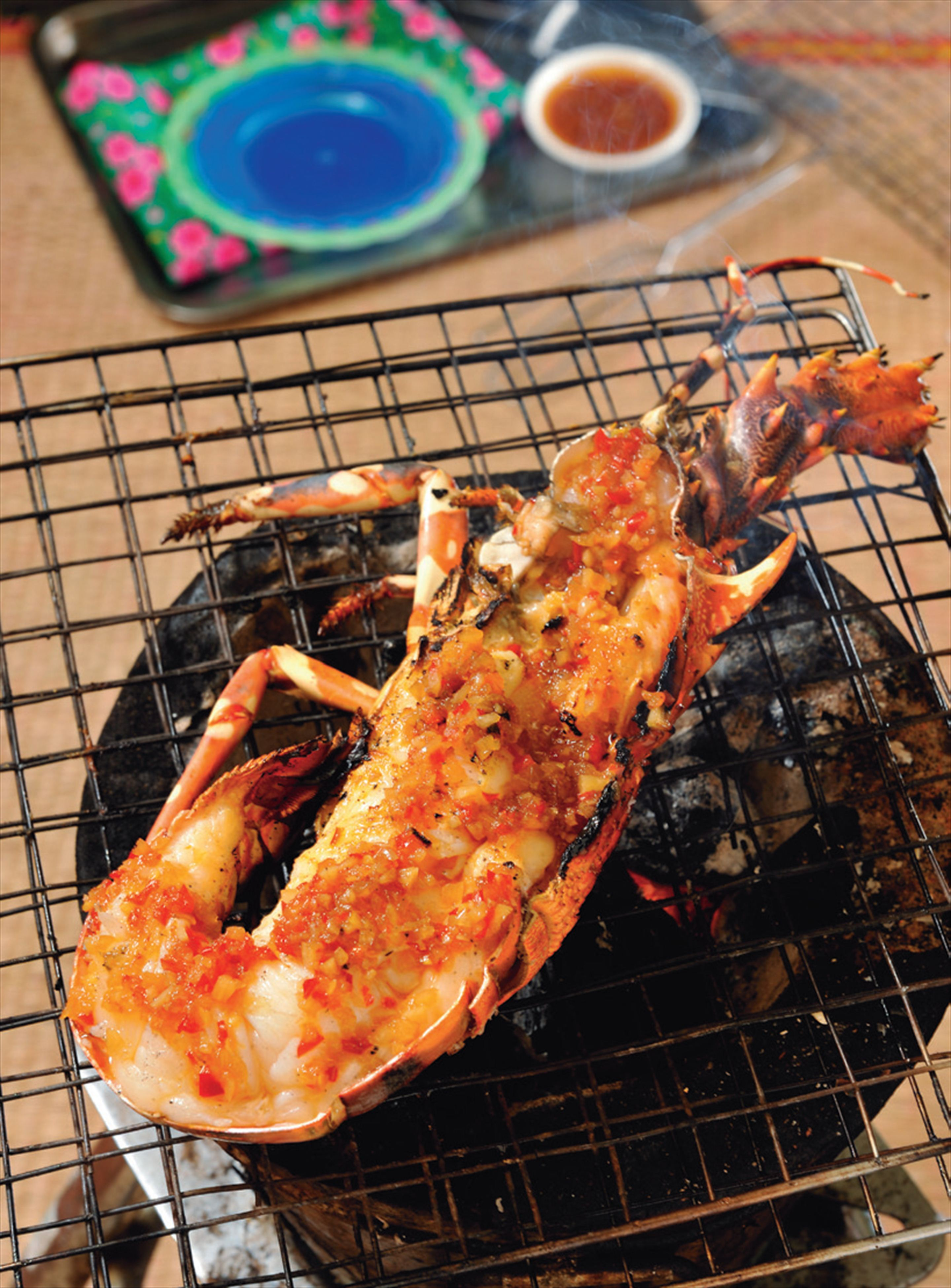 Barbecued crayfish with spicy satay sauce