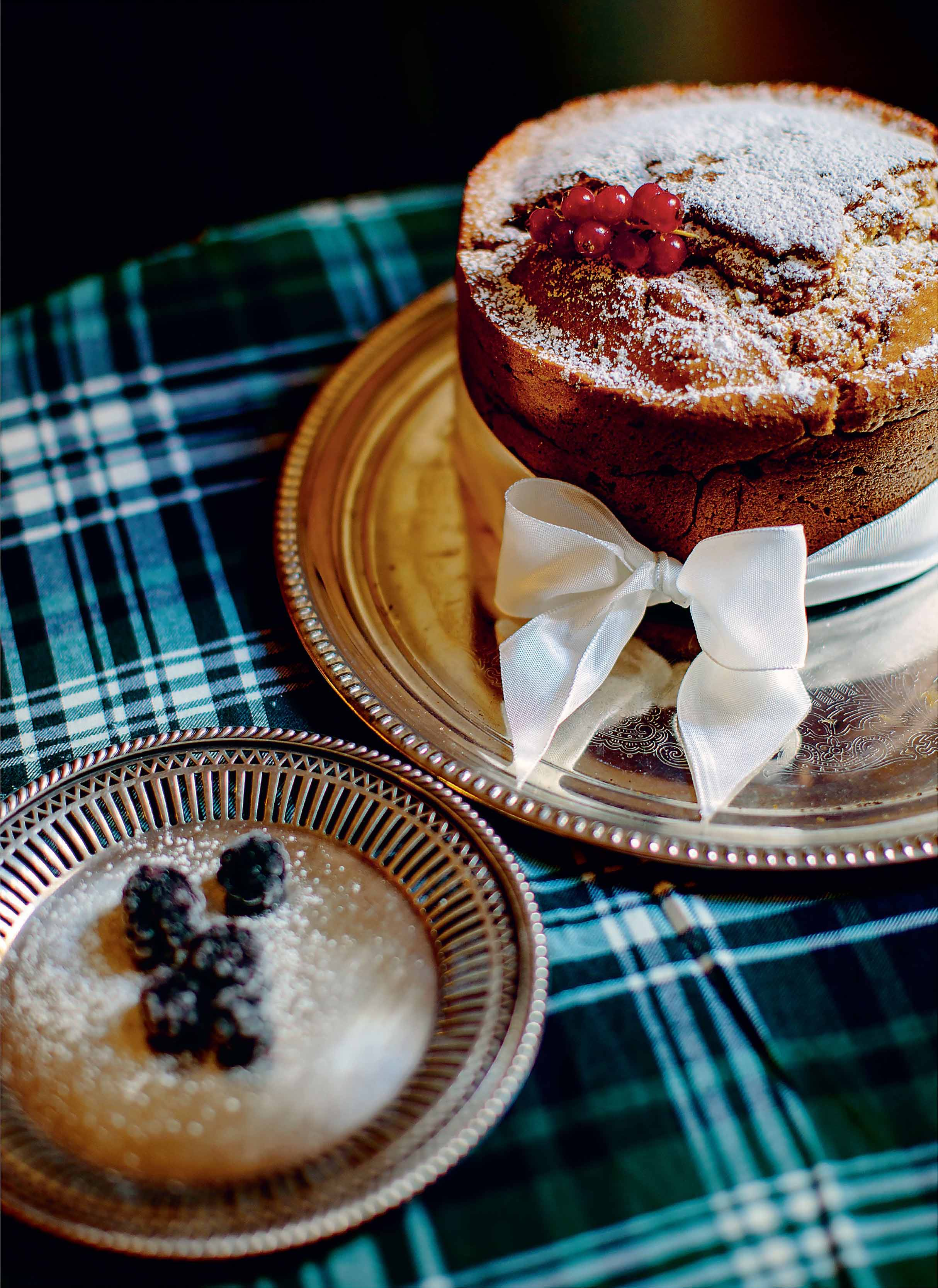 Scottish bramble cake