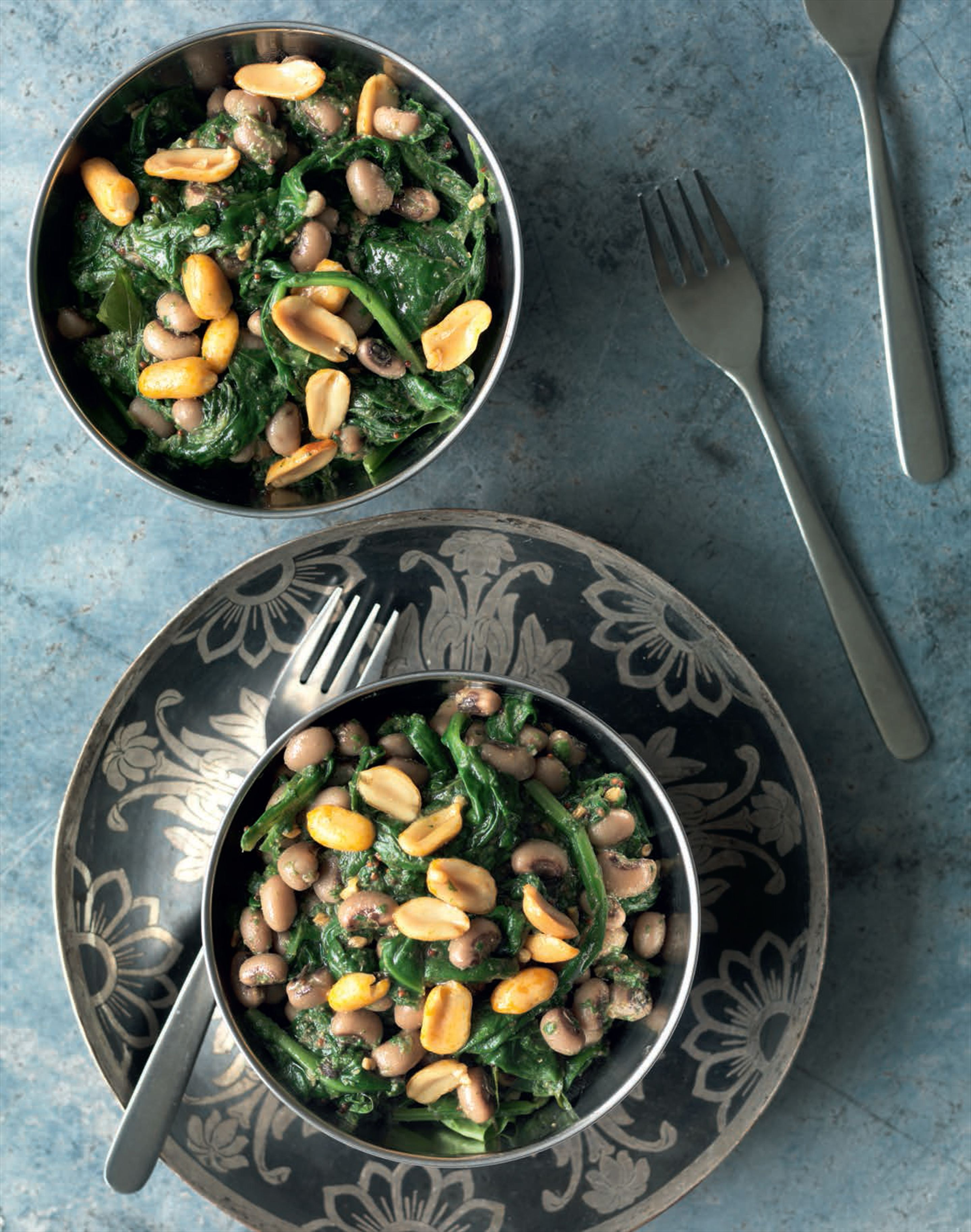 Spinach with black-eyed peas