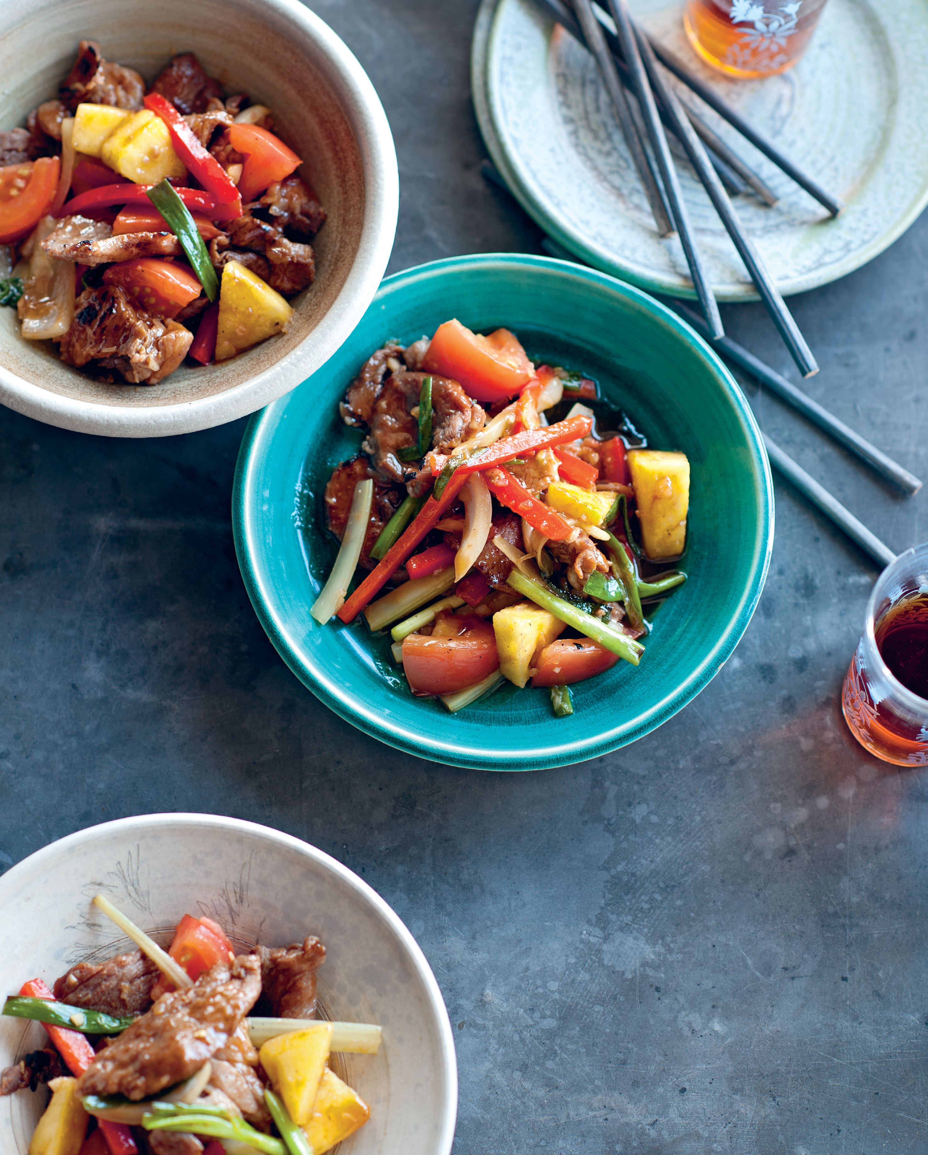 Stir-fried pork with sweet pineapple and vegetables