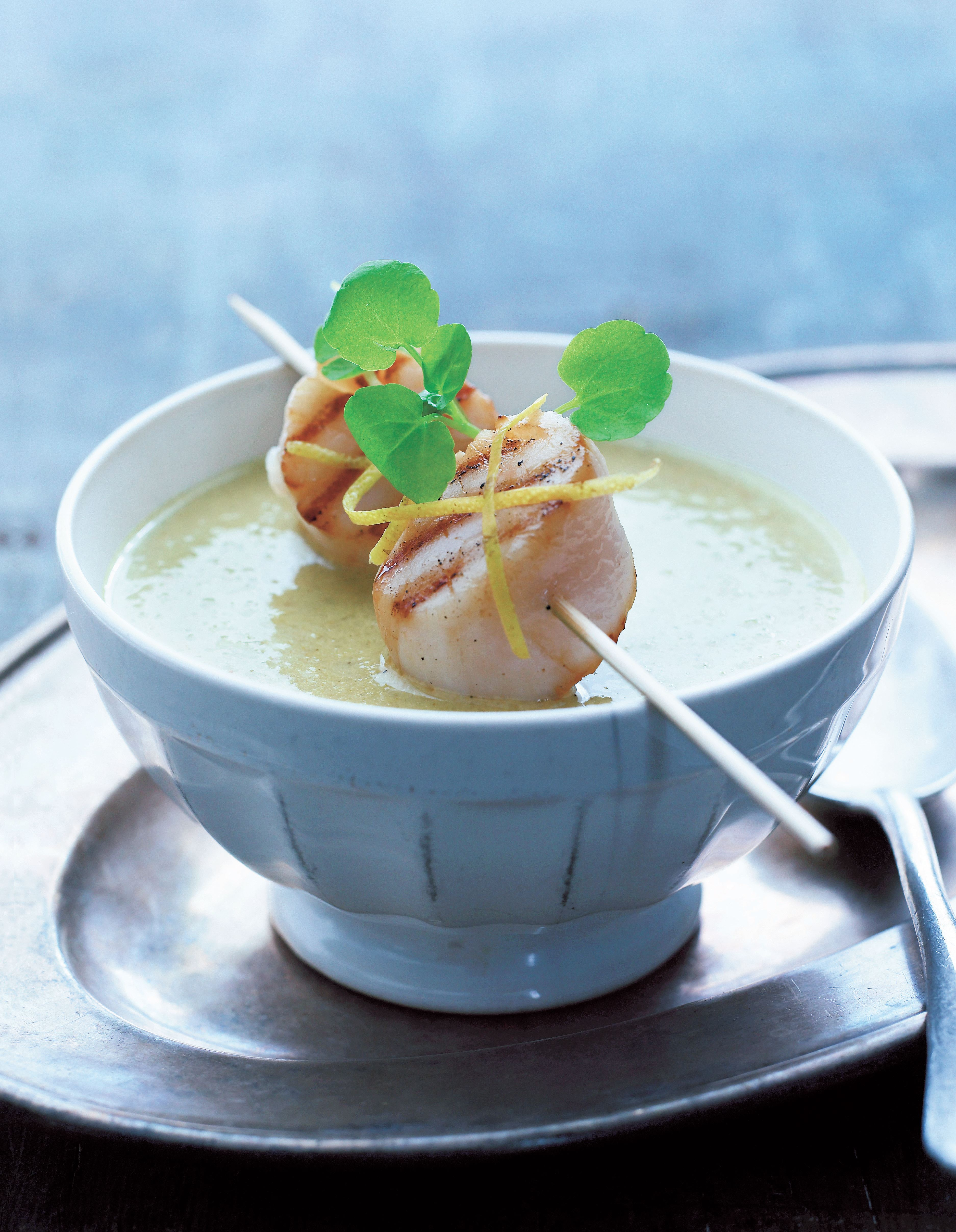 Cauliflower soup with grilled scallops