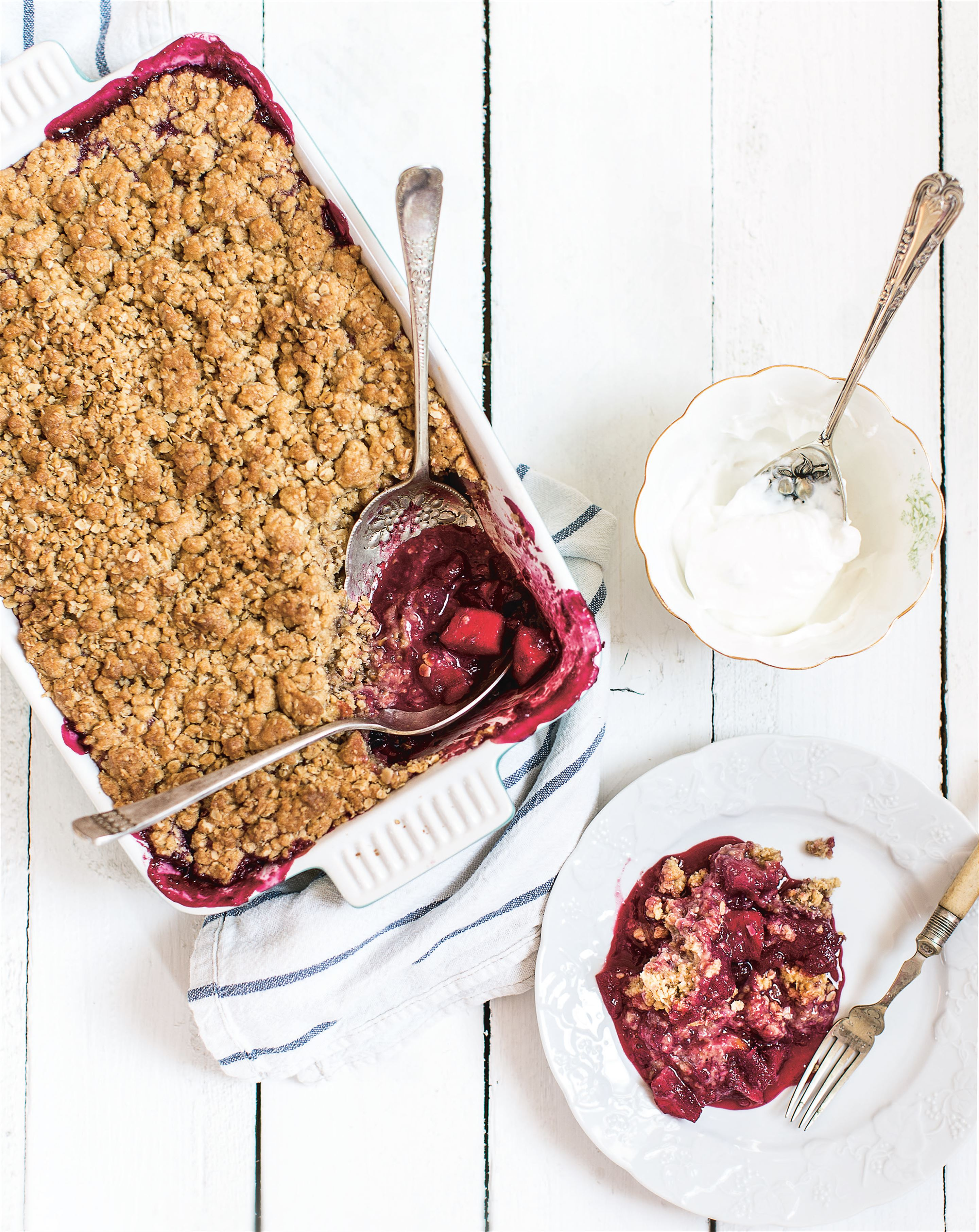 Apple and cherry crumble