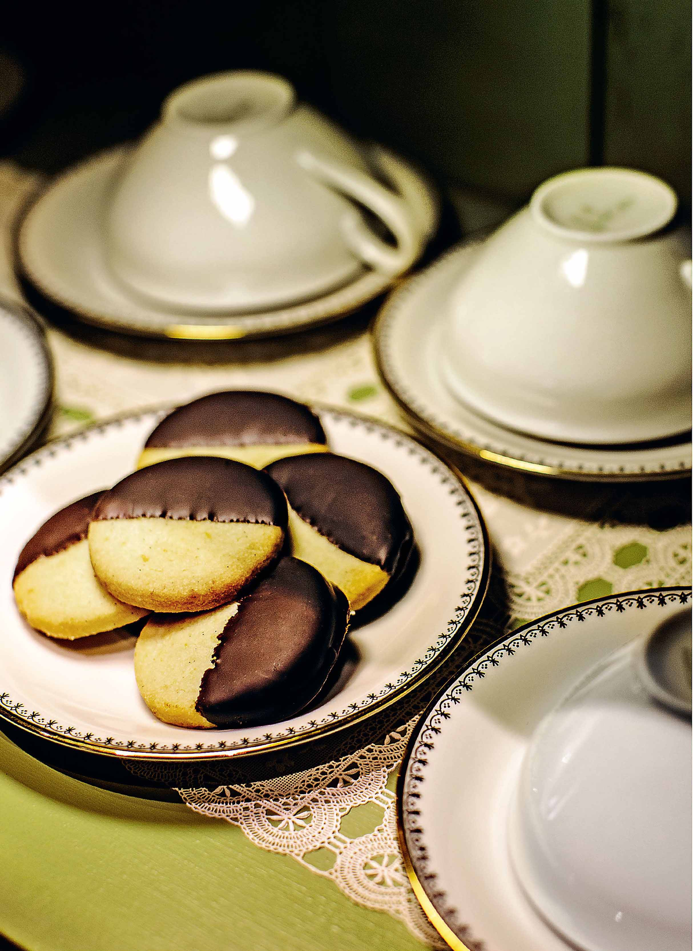 Orange and chocolate shortbread cookies