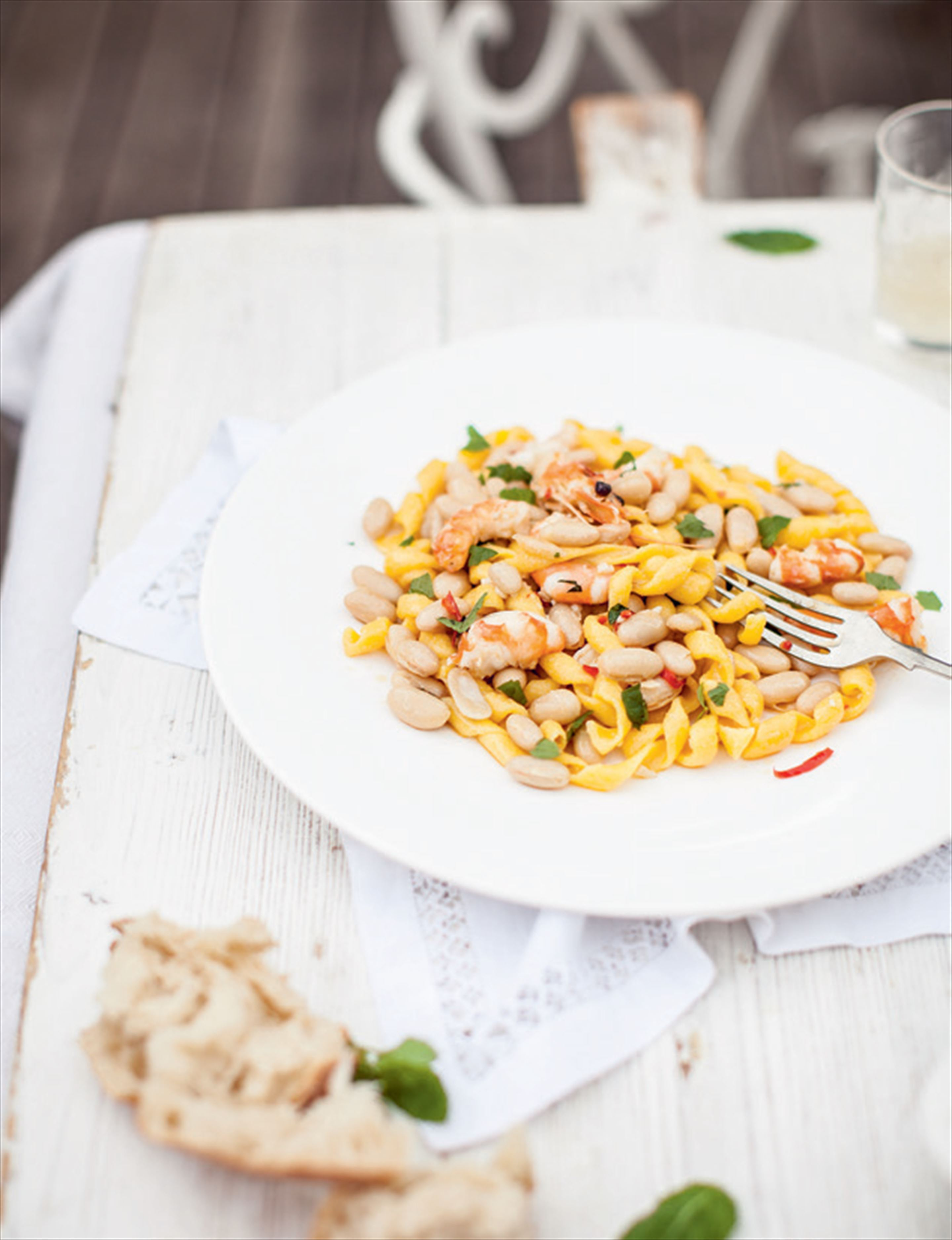 Fusilli with prawns, white beans & mint