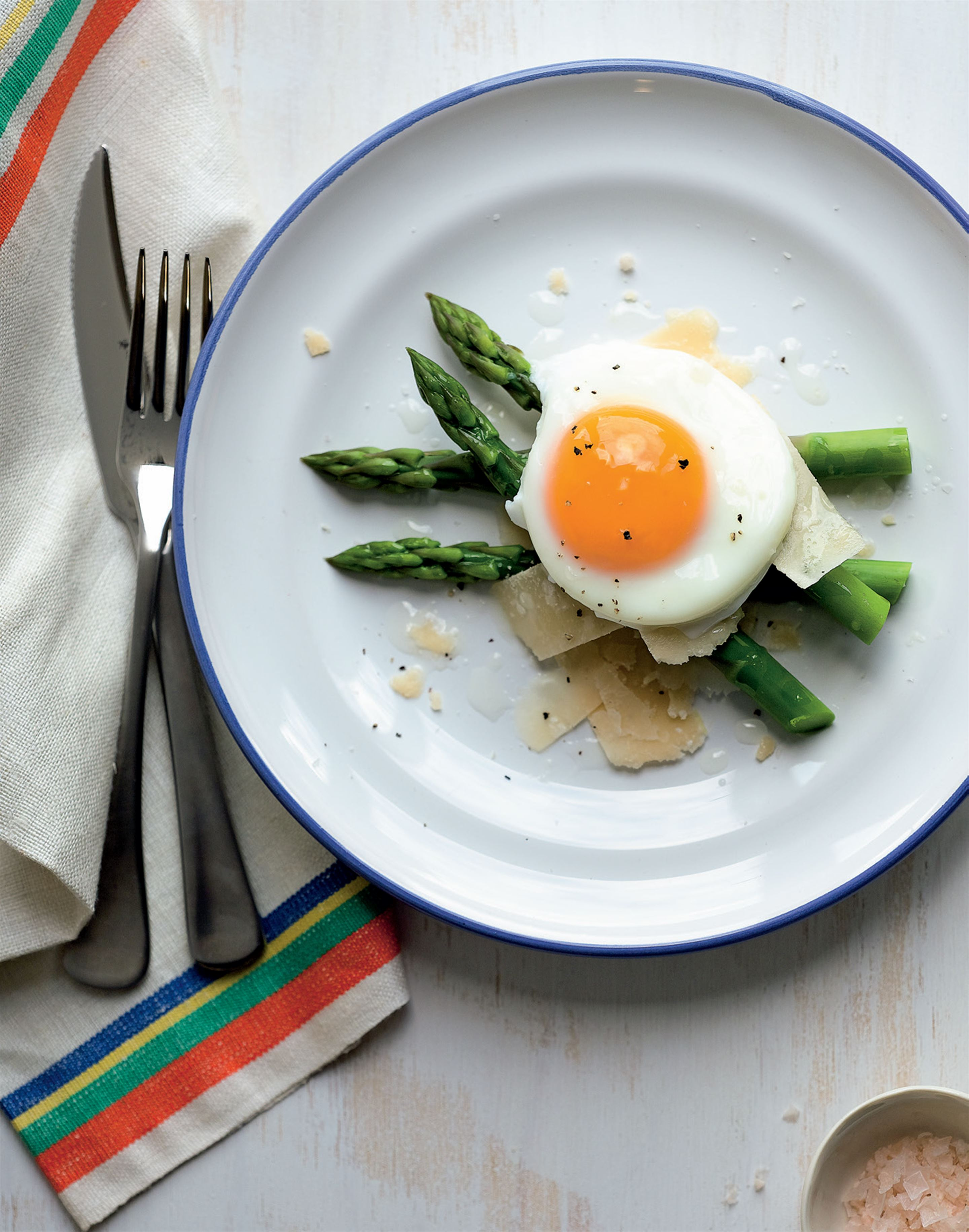 Asparagus with poached egg and parmesan