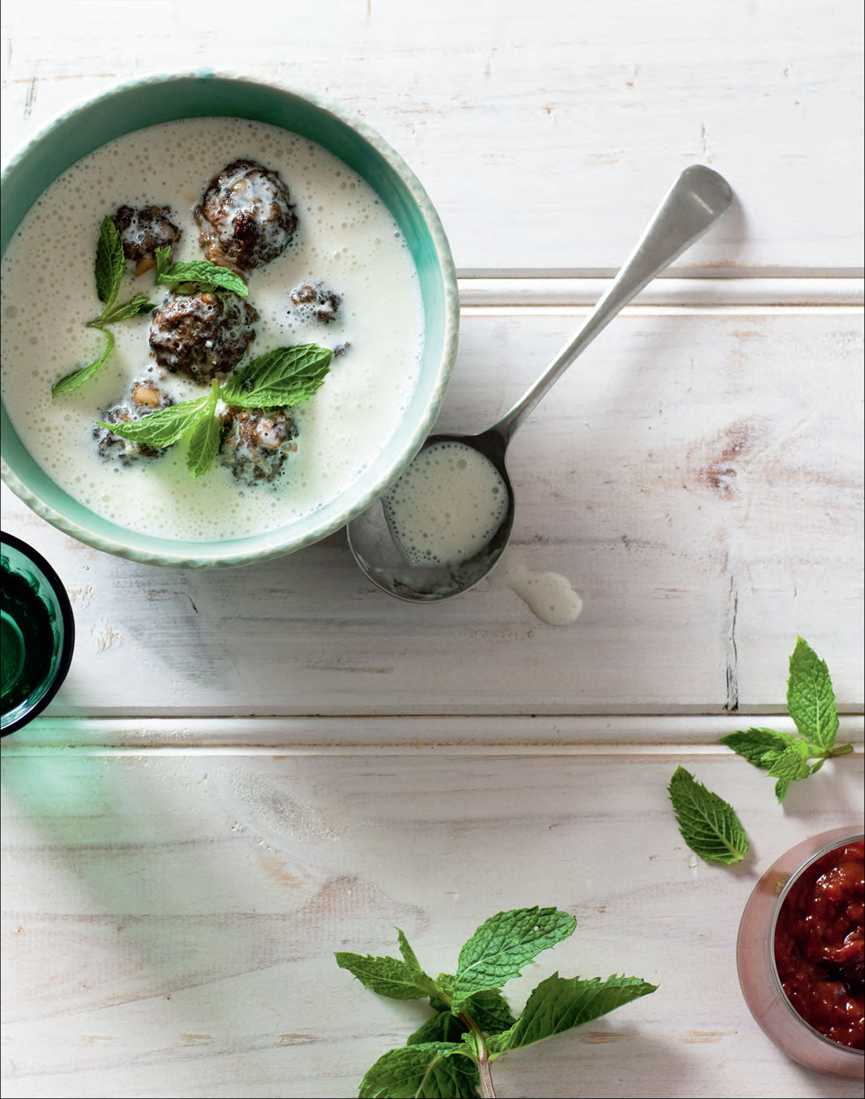 Yoghurt soup with minted meatballs