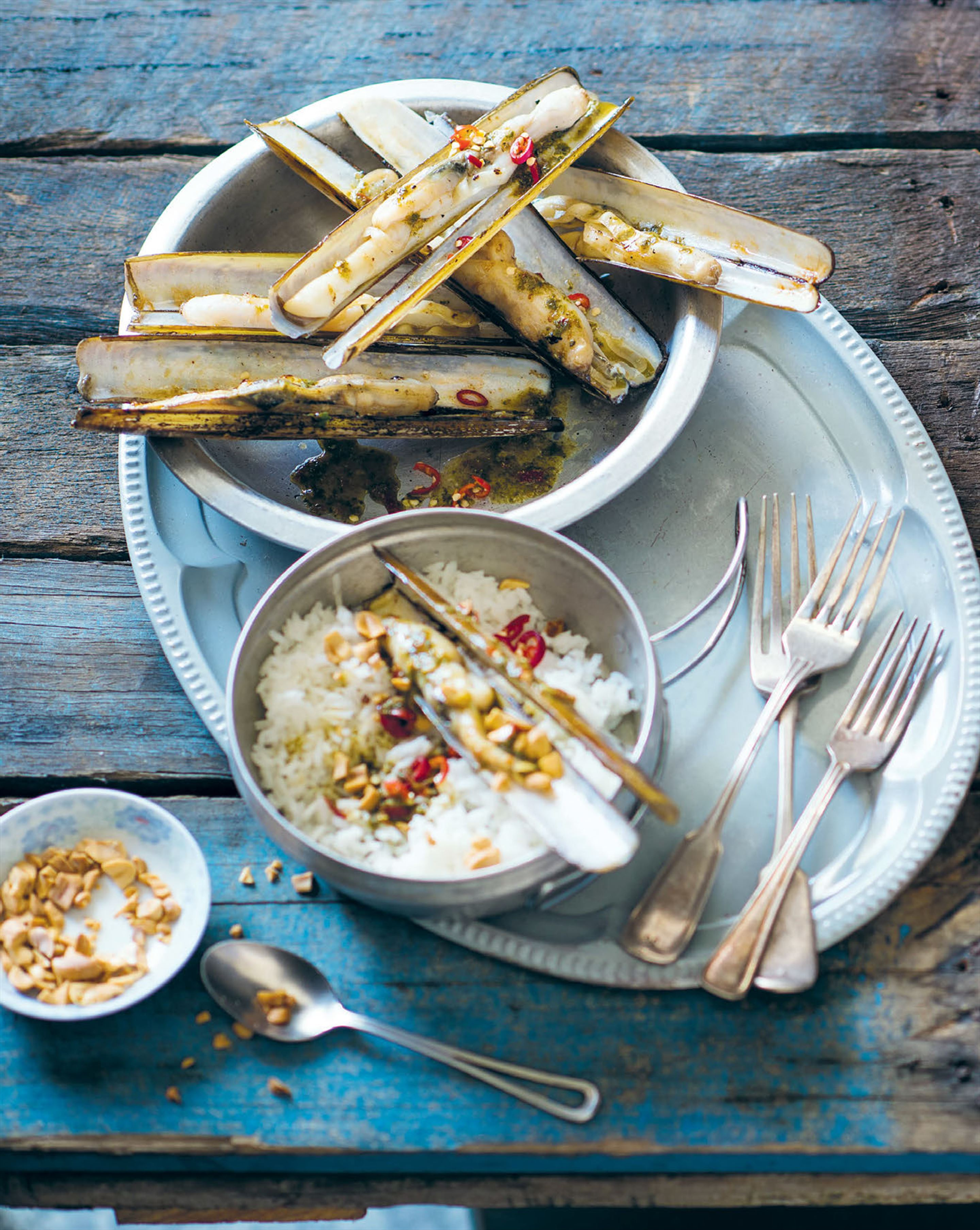 Chargrilled razor clams with lime dressing