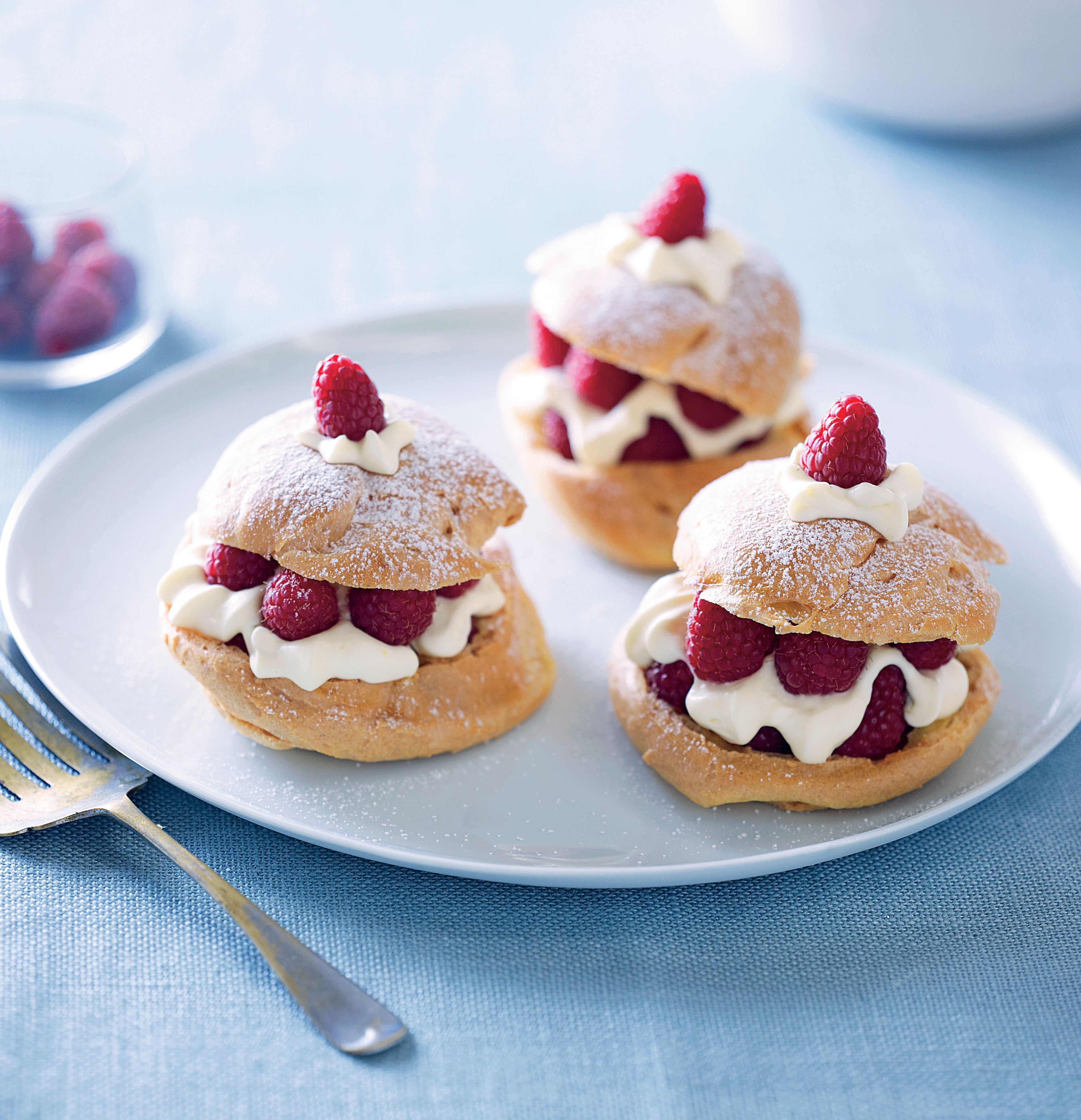 Raspberry choux puffs