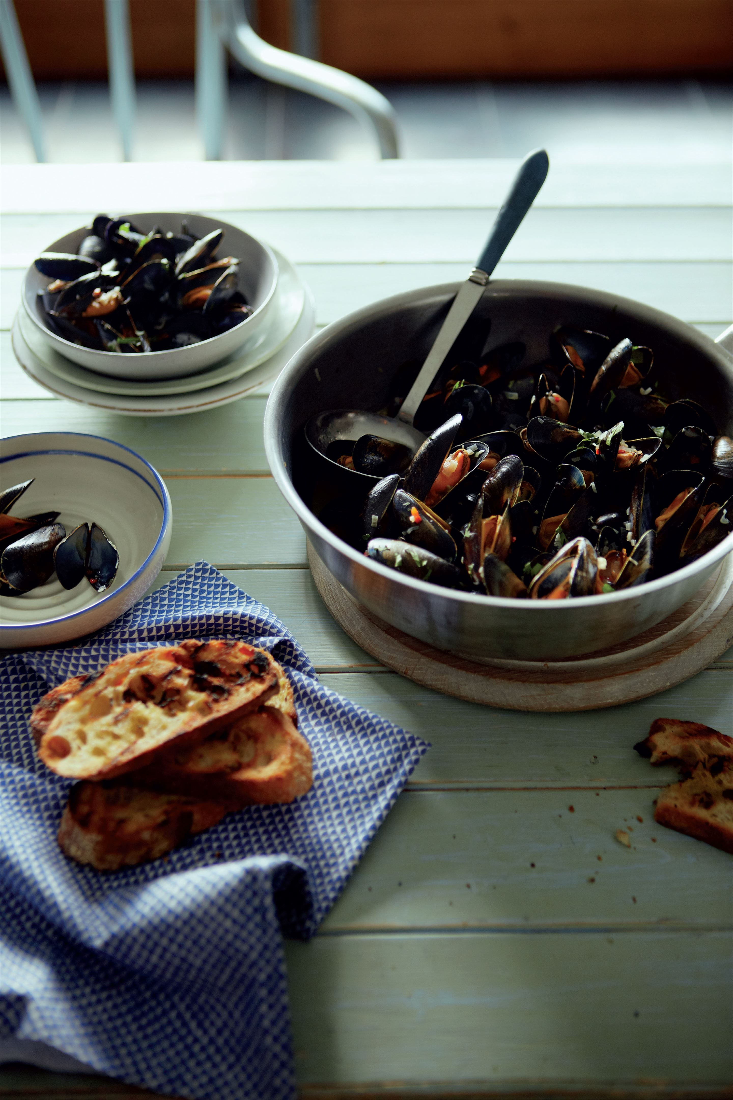 Lemon grass and ginger mussels