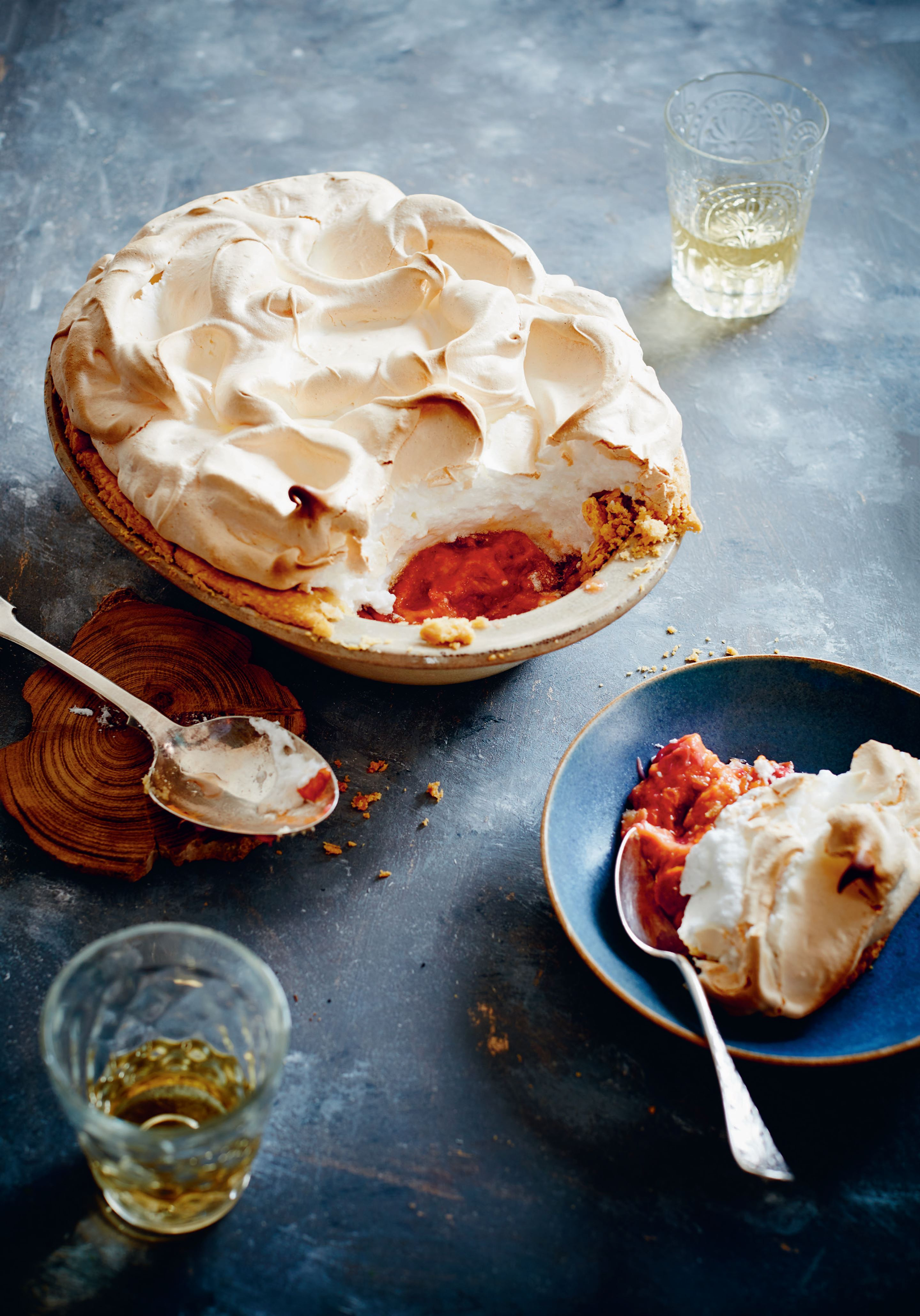 Blood orange and rhubarb meringue pie