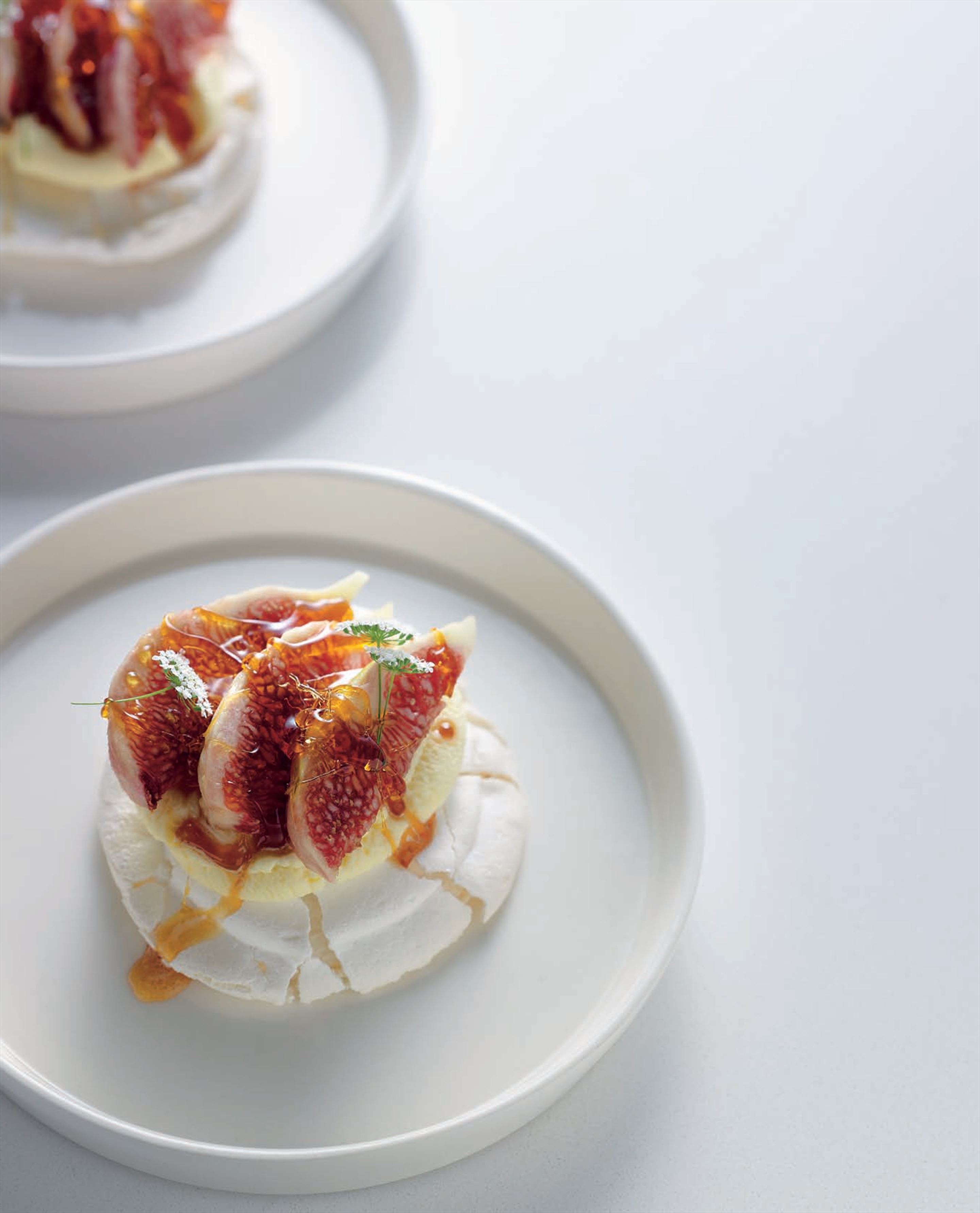 Toffeed fig pavlovas