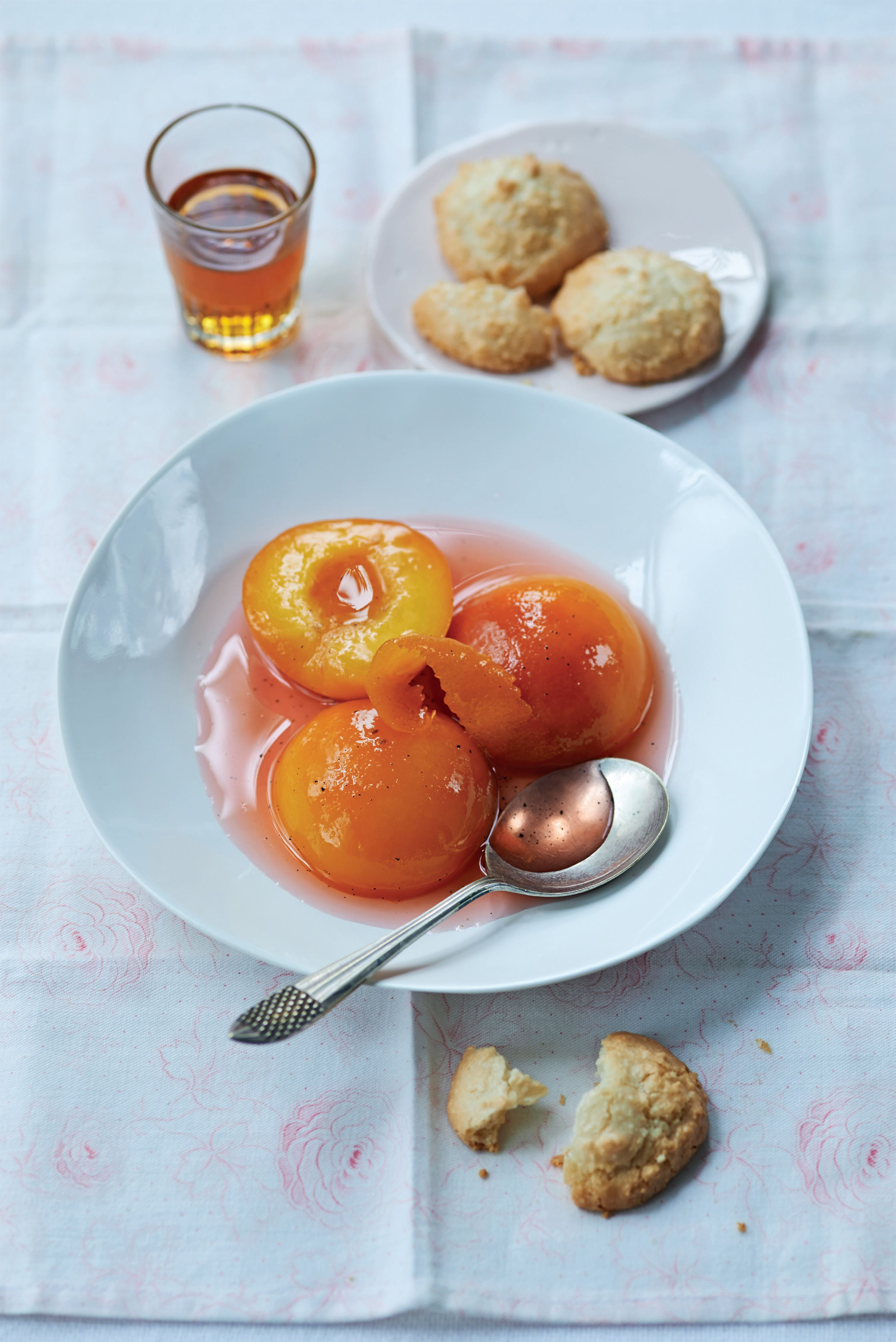 Prosecco poached peaches with amaretti
