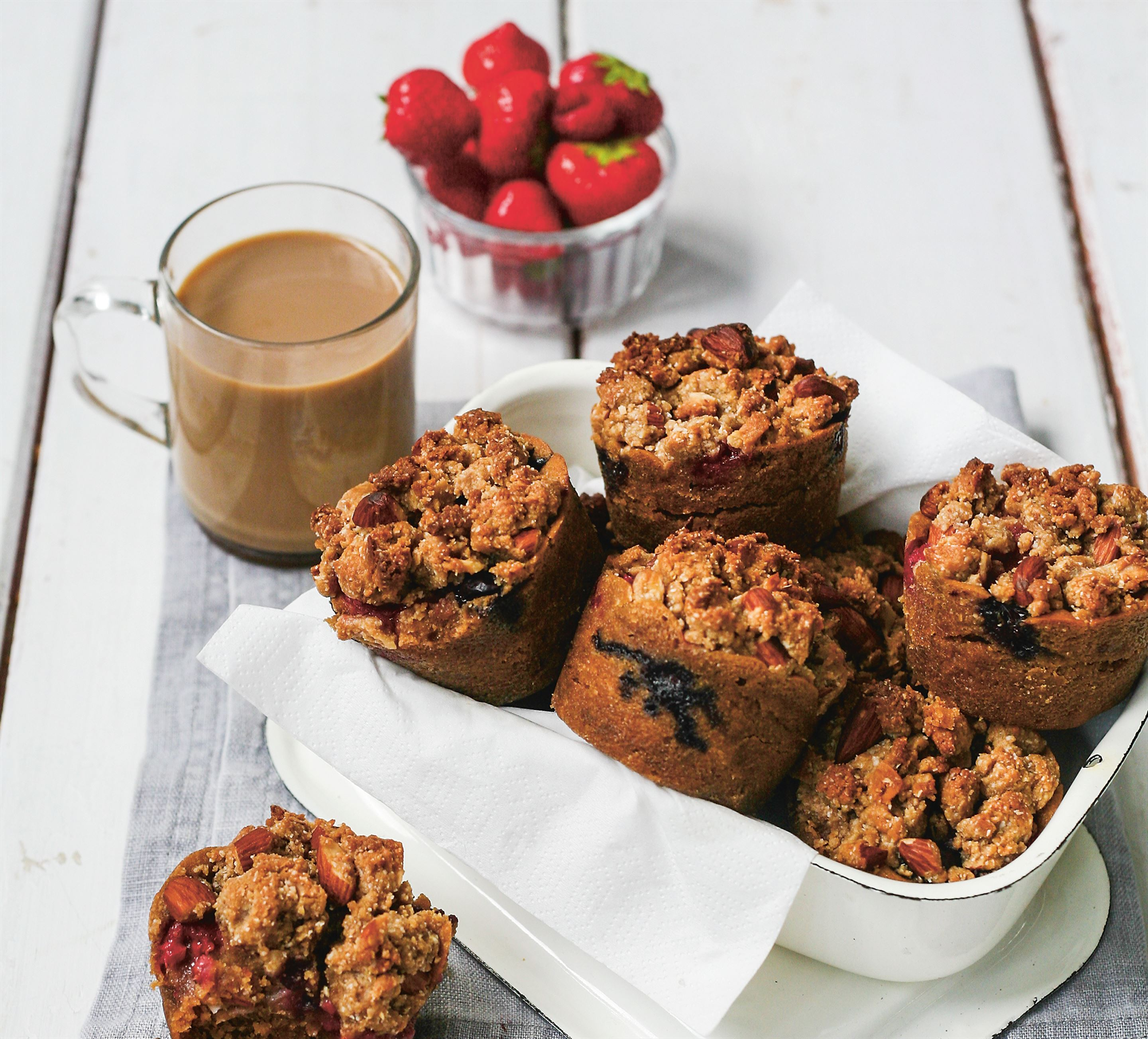 Vegan berry crumble cakes