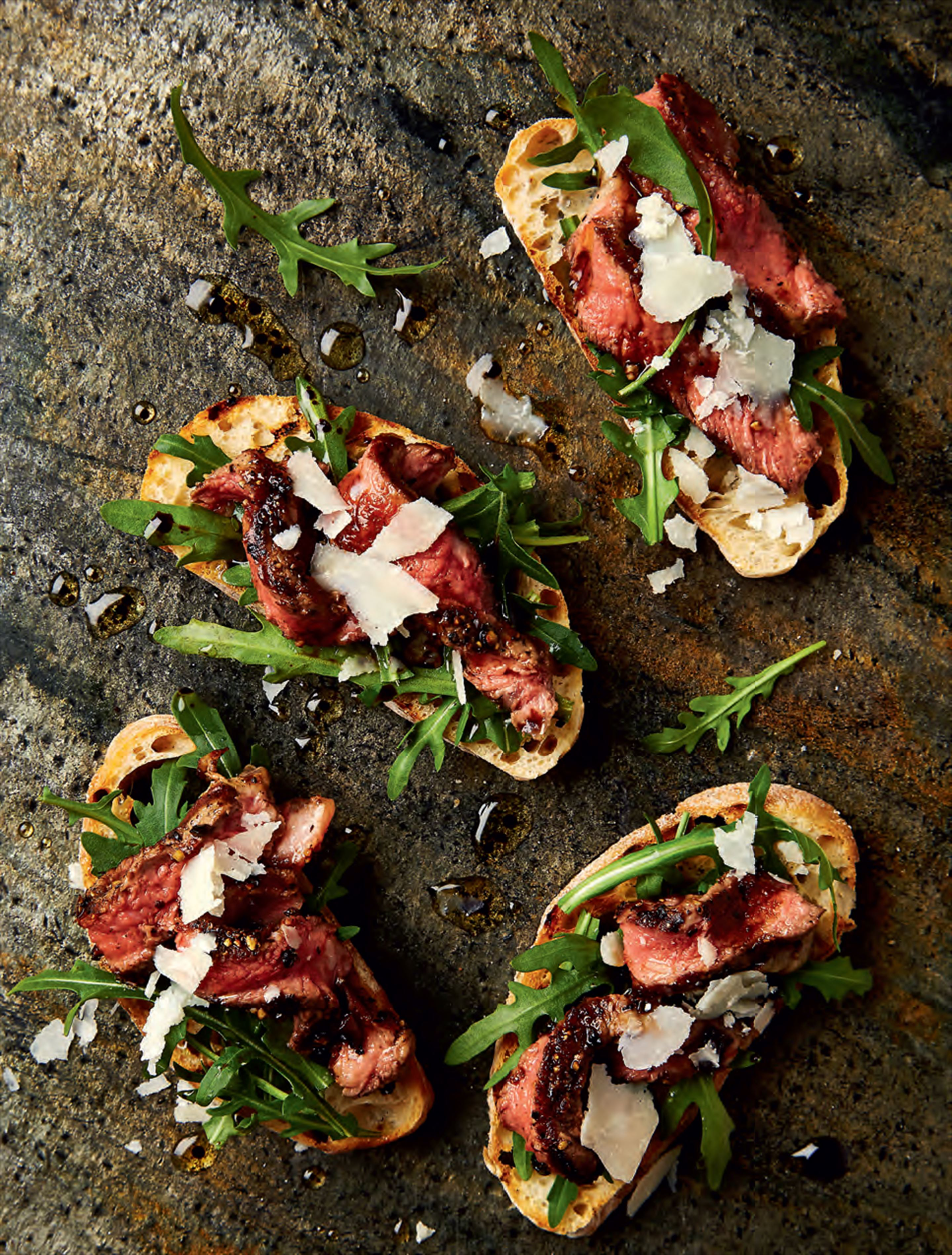 Peppered steak tagliata crostini