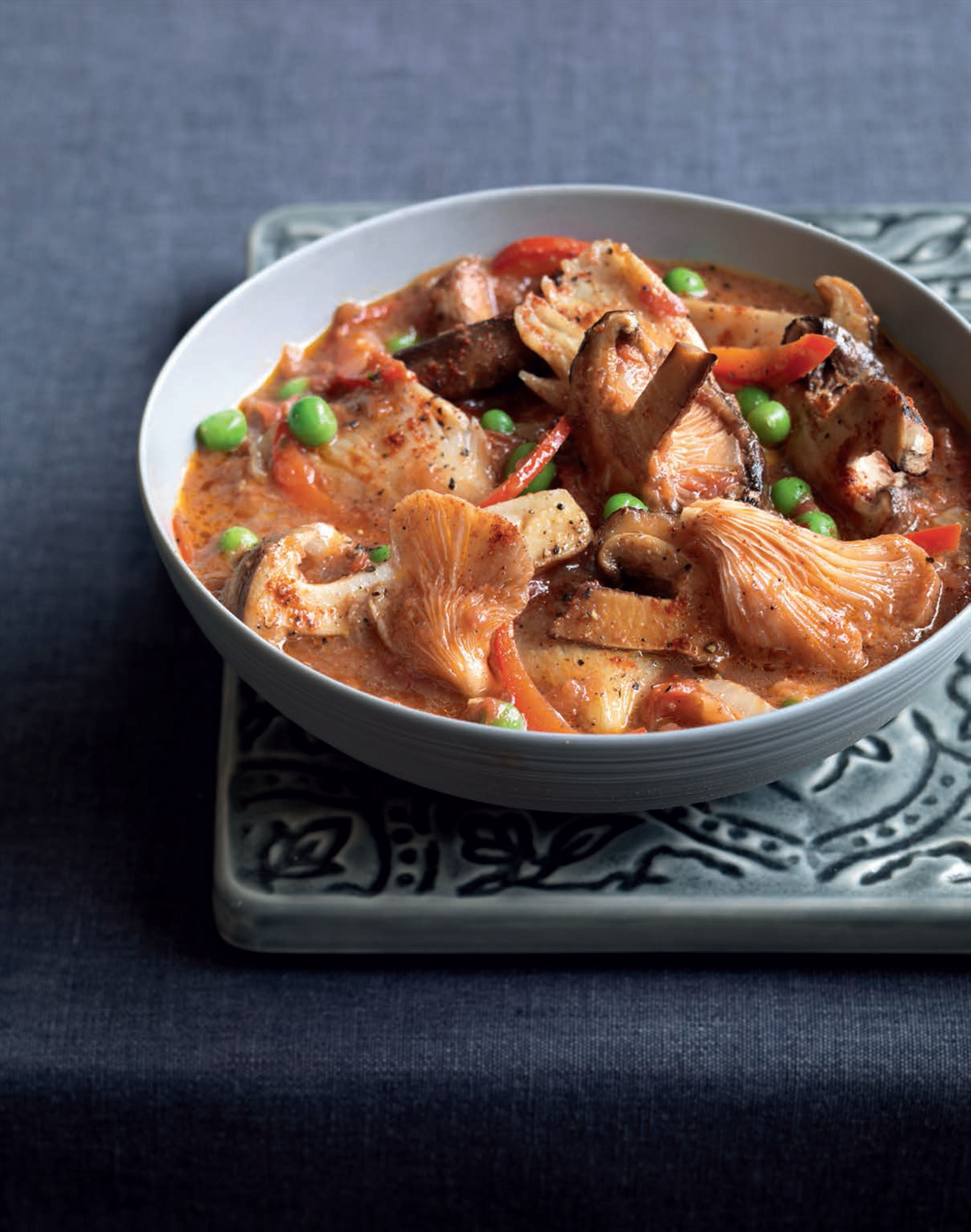 Karahi mushrooms with peppers and peas
