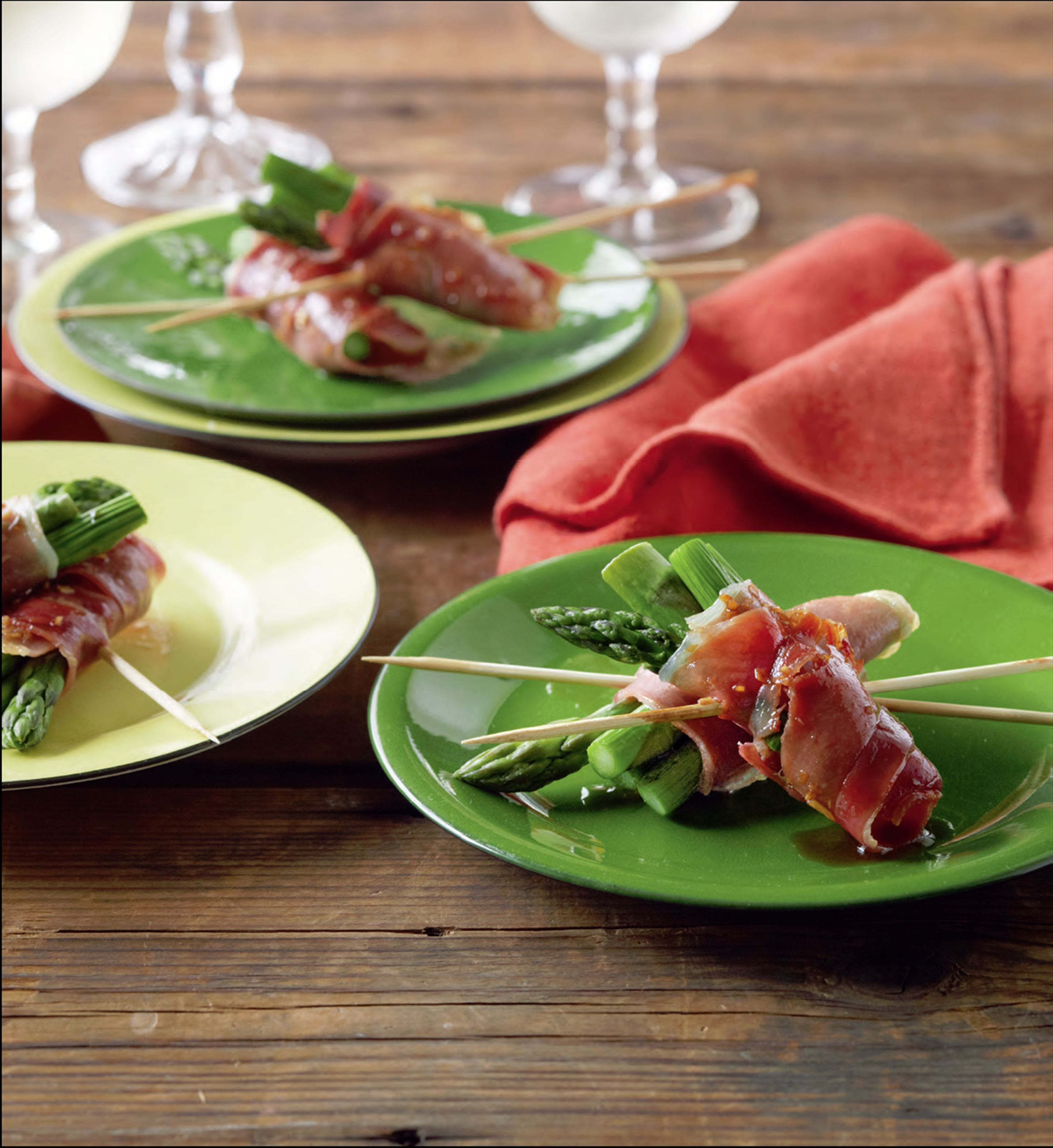 Prosciutto and asparagus skewers