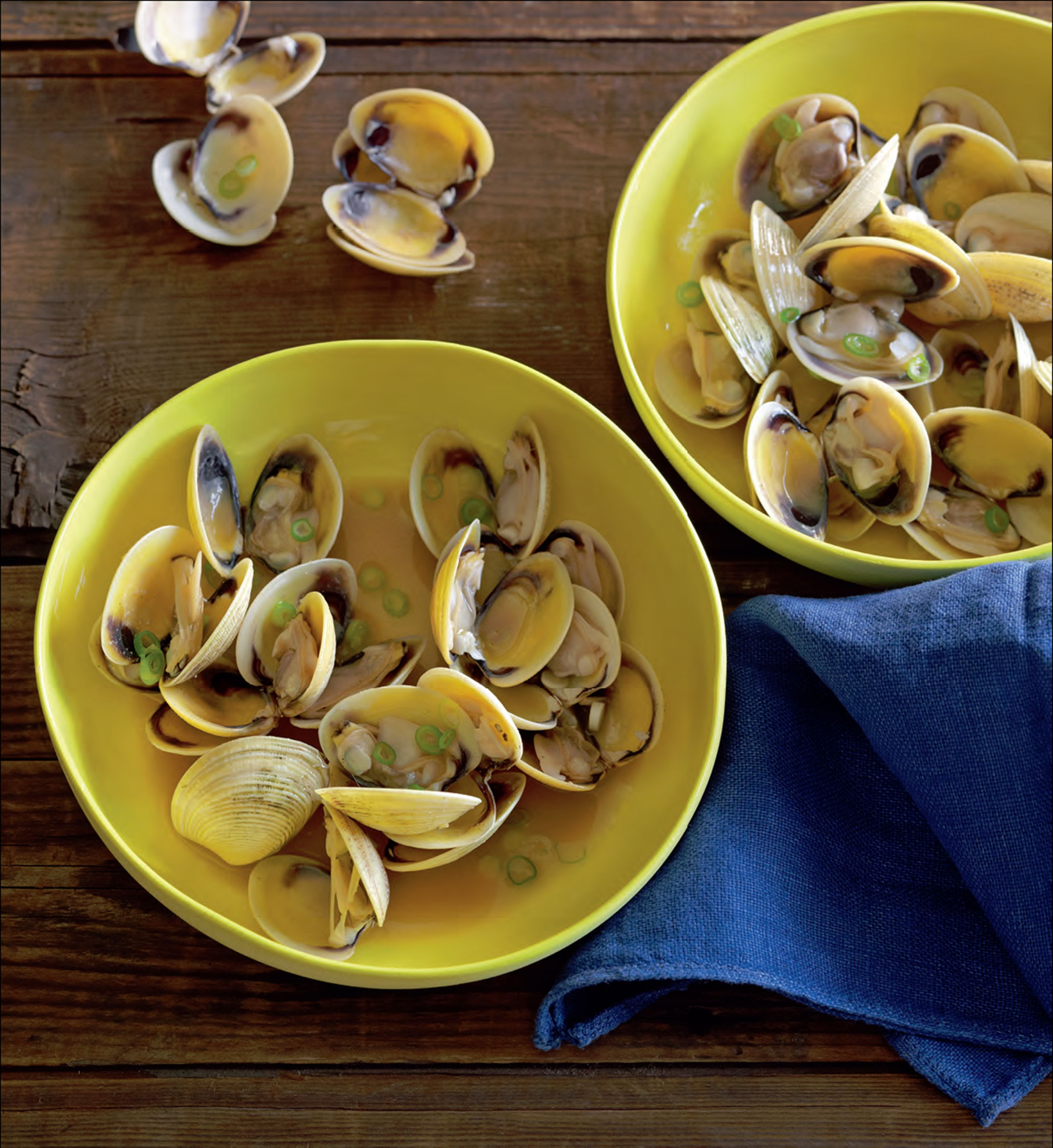 Sake-steamed clams with soy butter