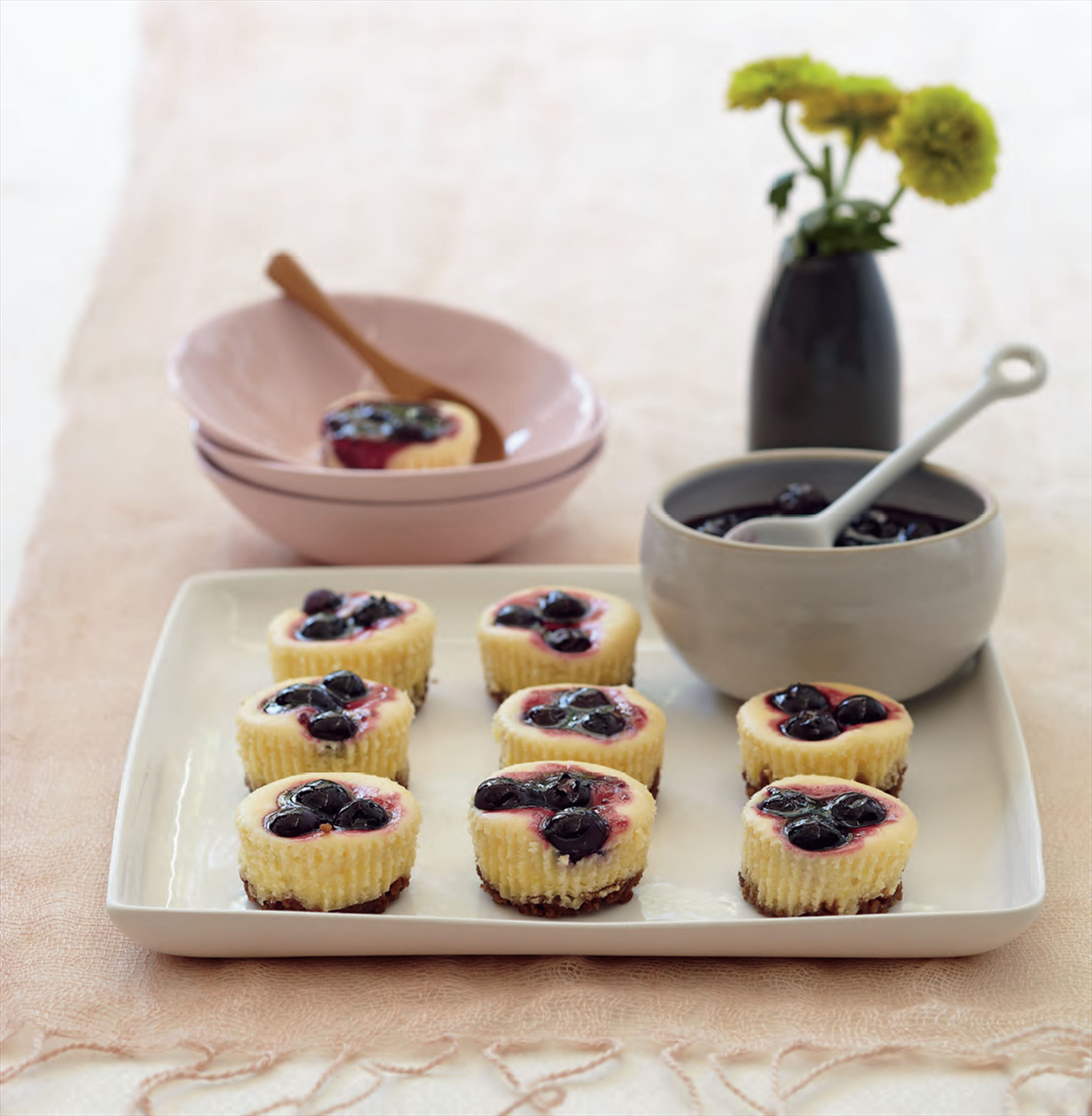 Lemon cheesecakes with blueberry sauce