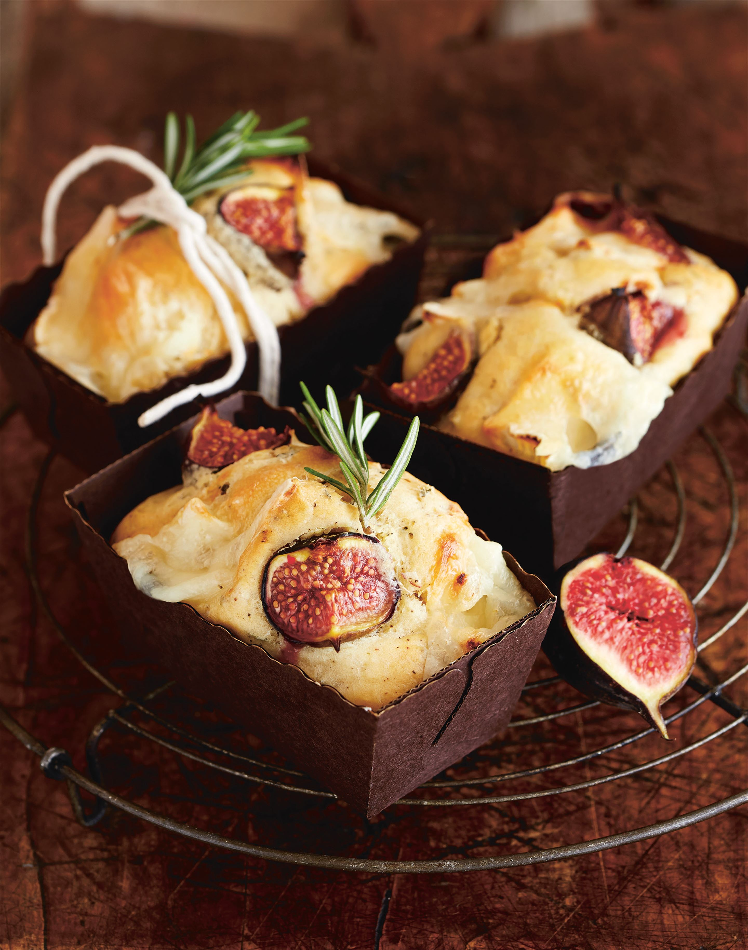 Savoury fig and goat's cheese cakes
