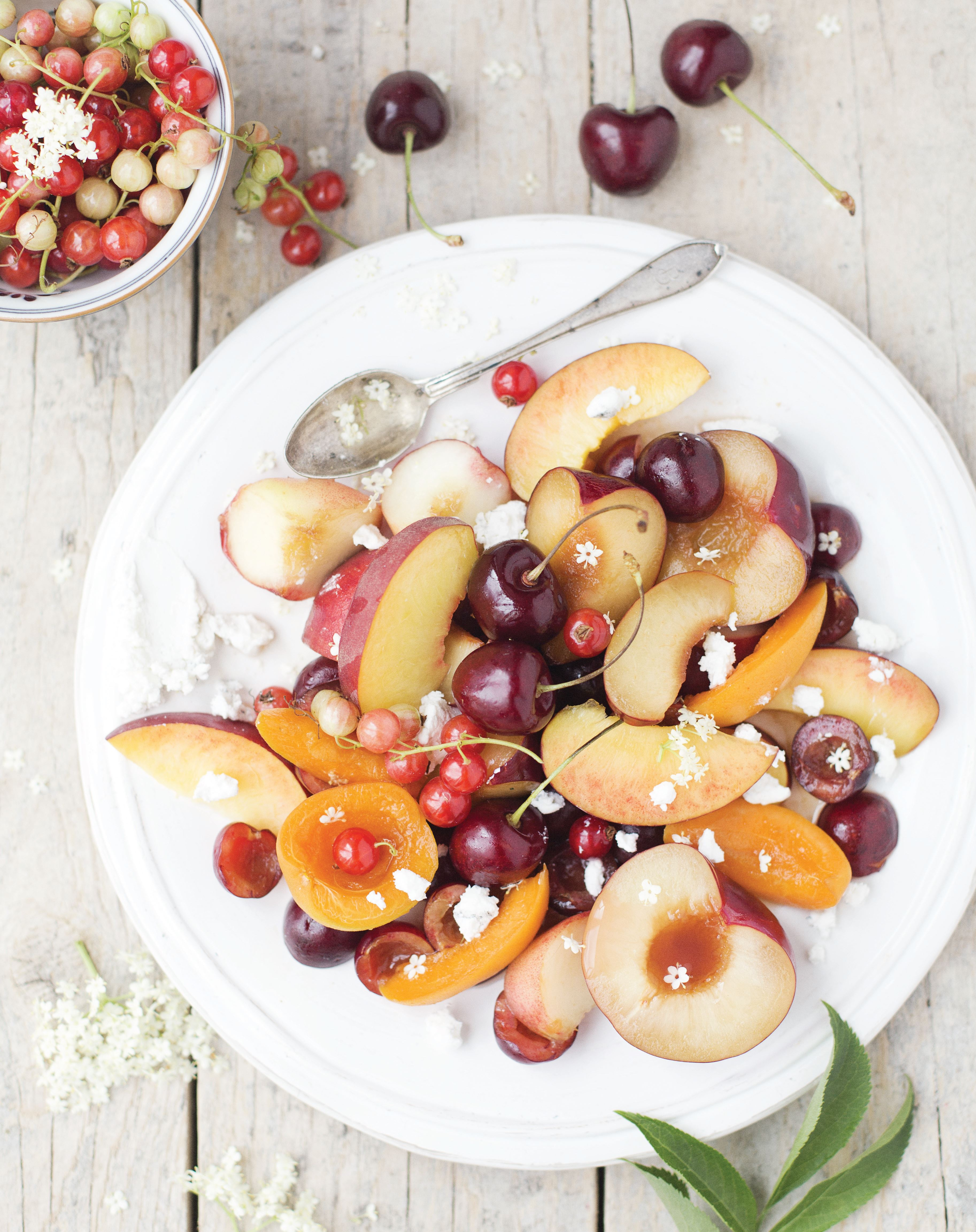 Stone fruit salad with creamy goat's cheese