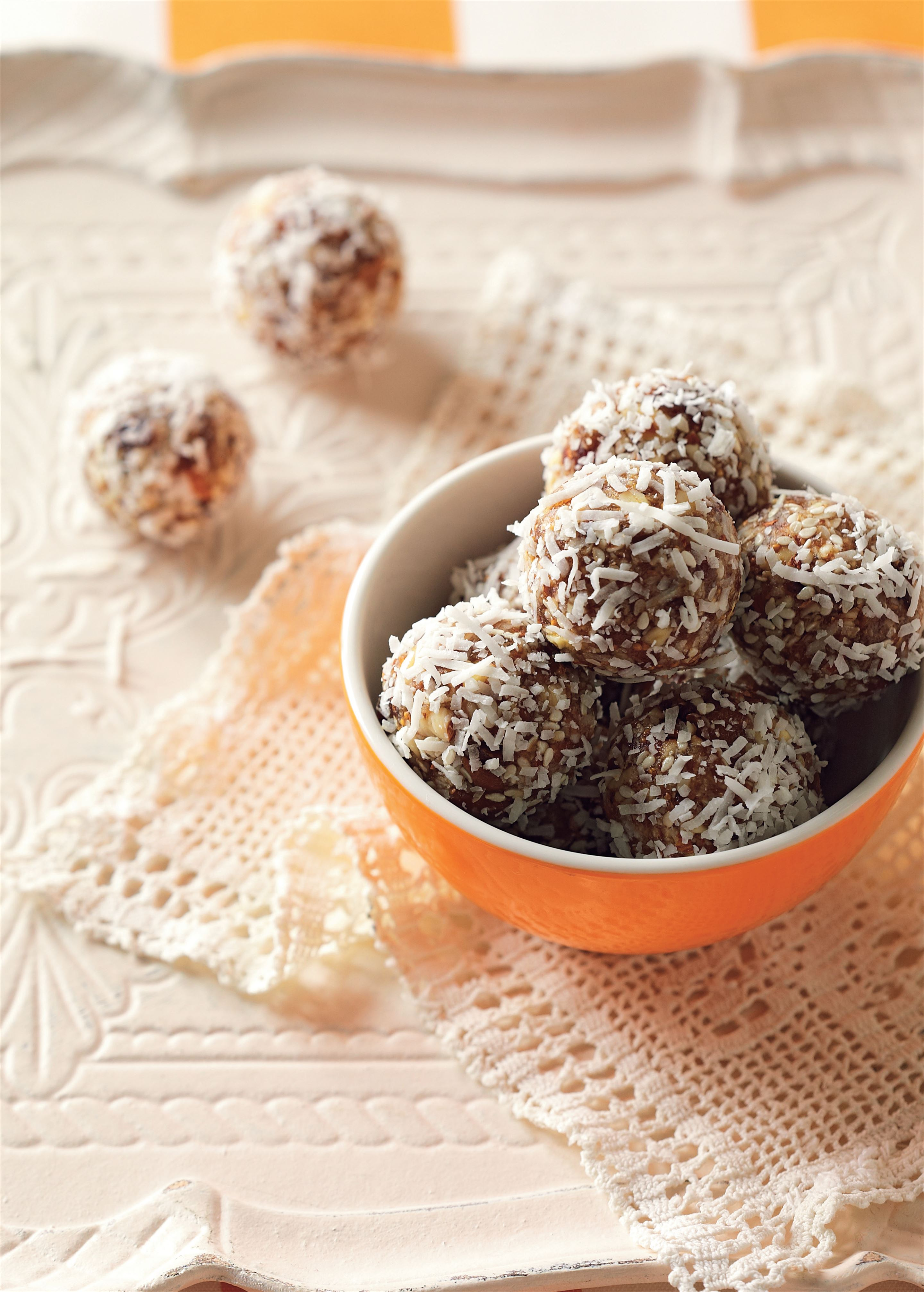 Fig and almond balls