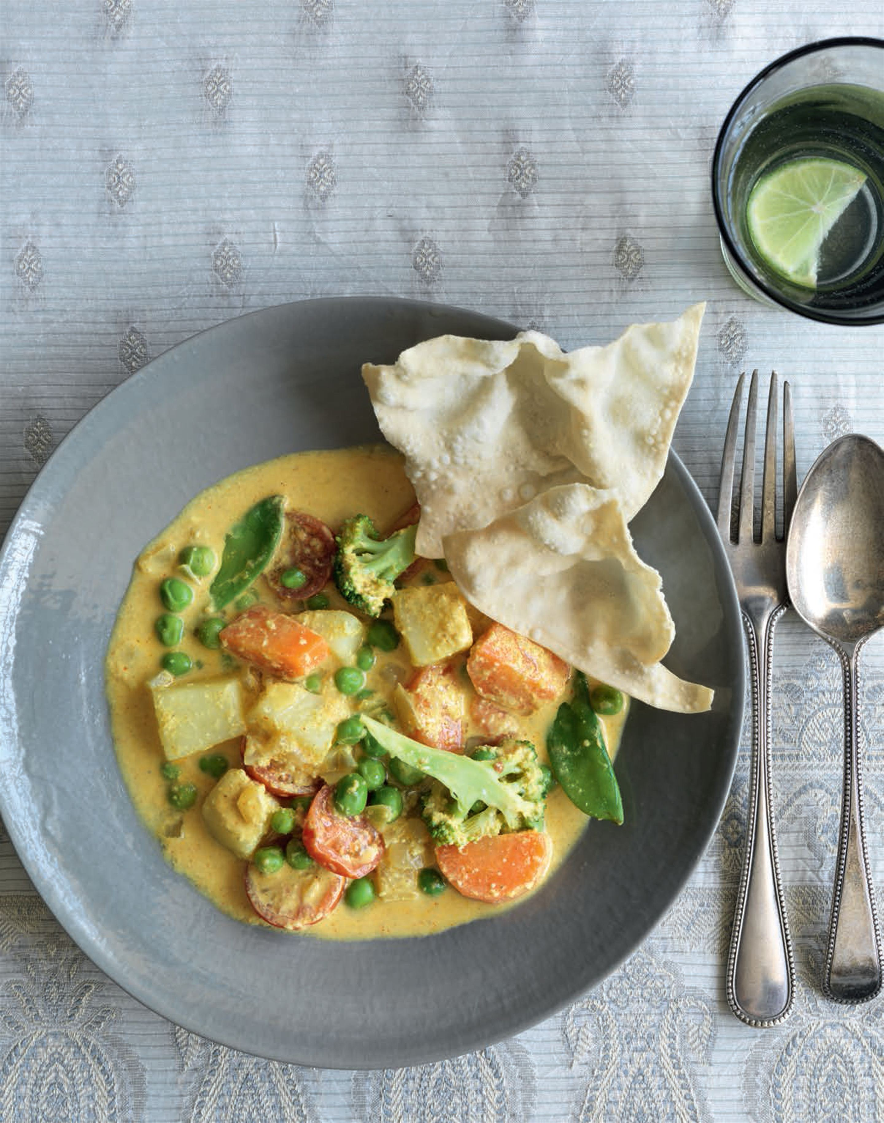 Creamy almond vegetable curry