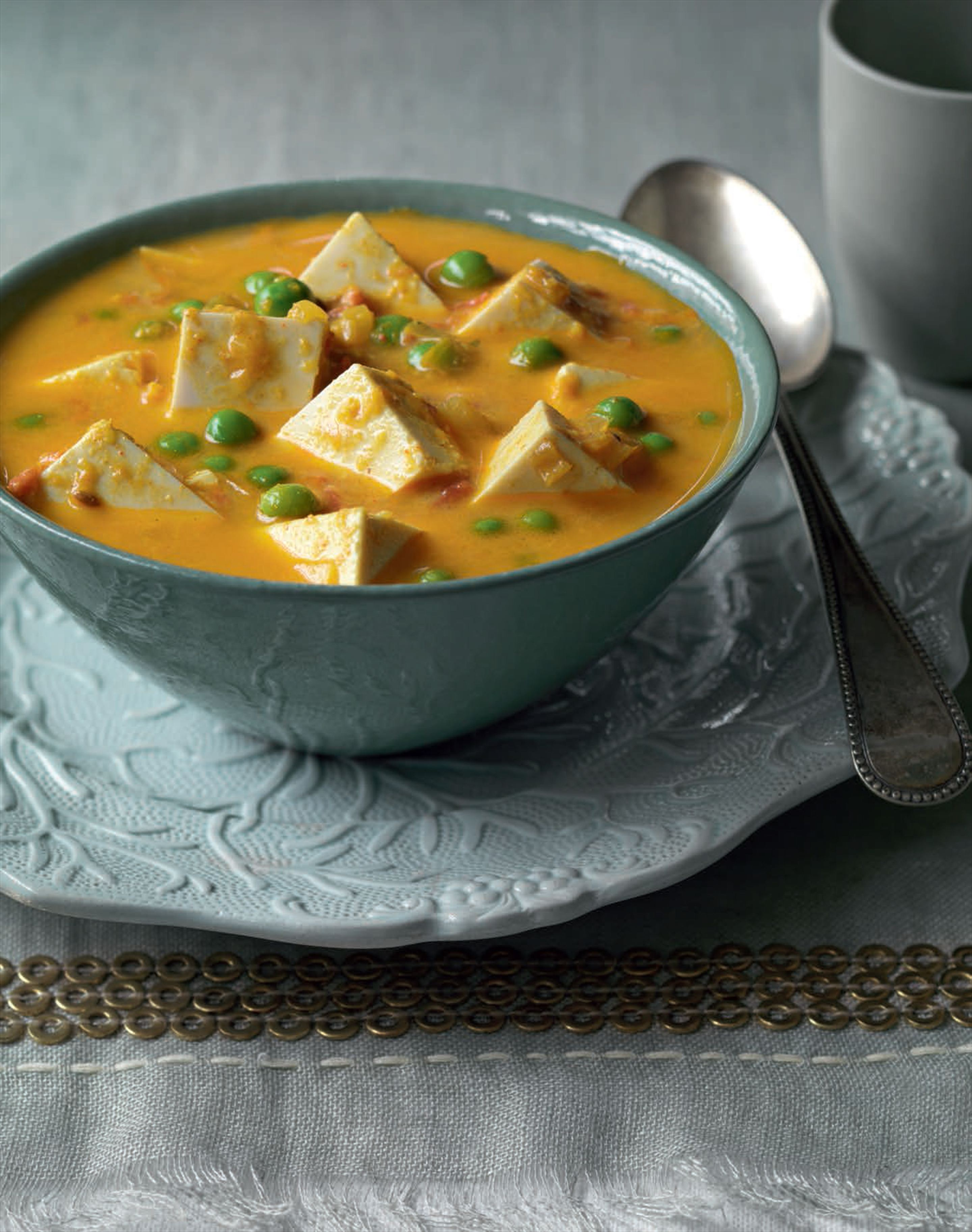 Light tofu and pea curry